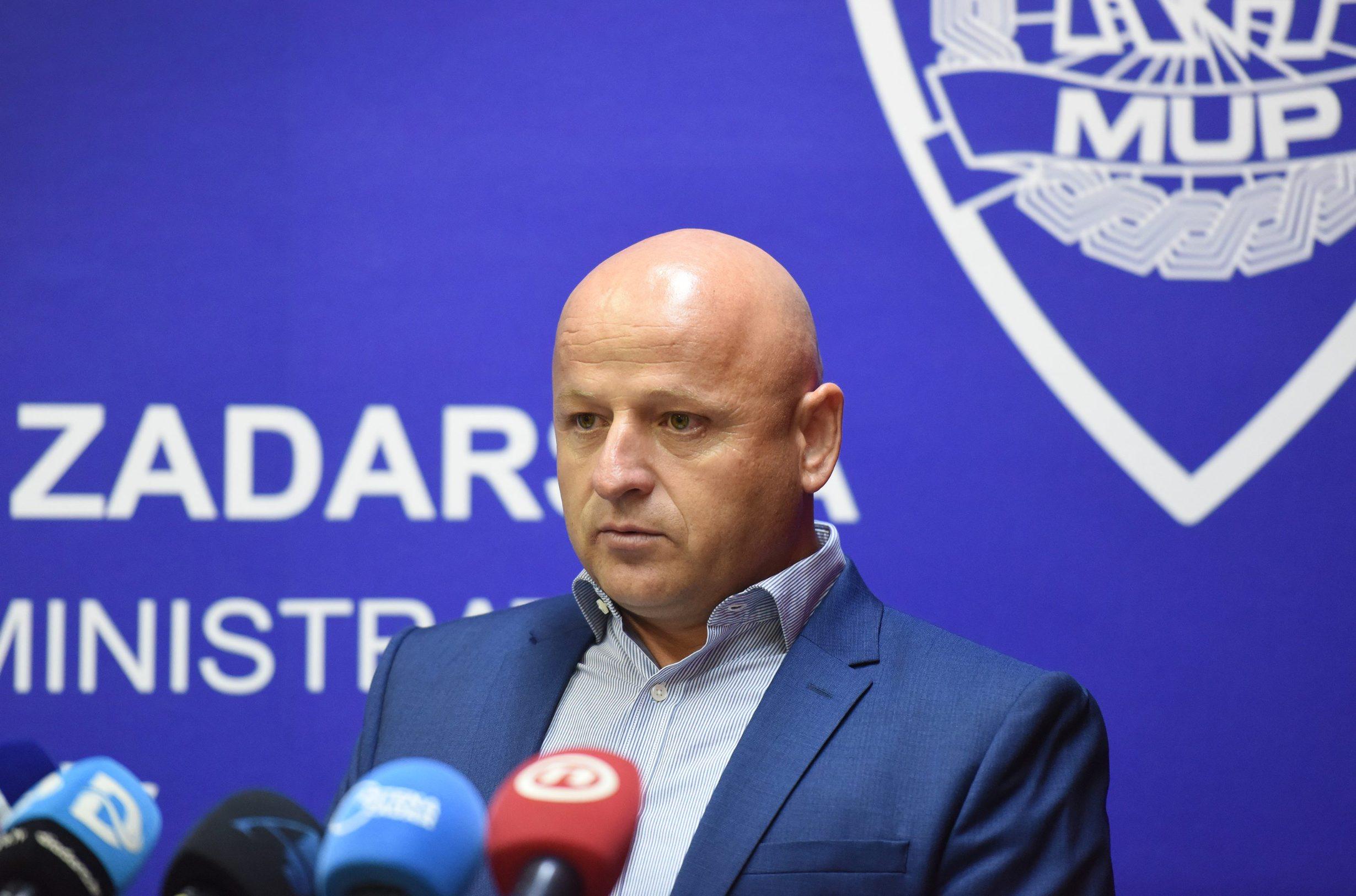 Zadar, 180919. Konferencija za medije PU zadarske povodom uhicenja 37-godisnjeg Josipa Zivkovica iz Zadra zbog sumnje da je sudjelovao u preprodaji kokaina. Pretresom njegove kuce na Bilom brigu pronadjeno je kilogram i 135,6 grama kokaina vrlo visoke cistoce namijenjenog iskljucivo zadarskom trzistu, vrijednog 1,65 milijuna kuna. Policija ga smatra najistaknutijim pojedincem na zadarskom trzistu droge. Na fotografiji: Bore Mrsic, voditelj sluzbe krim policije. Foto: Jure Miskovic / CROPIX