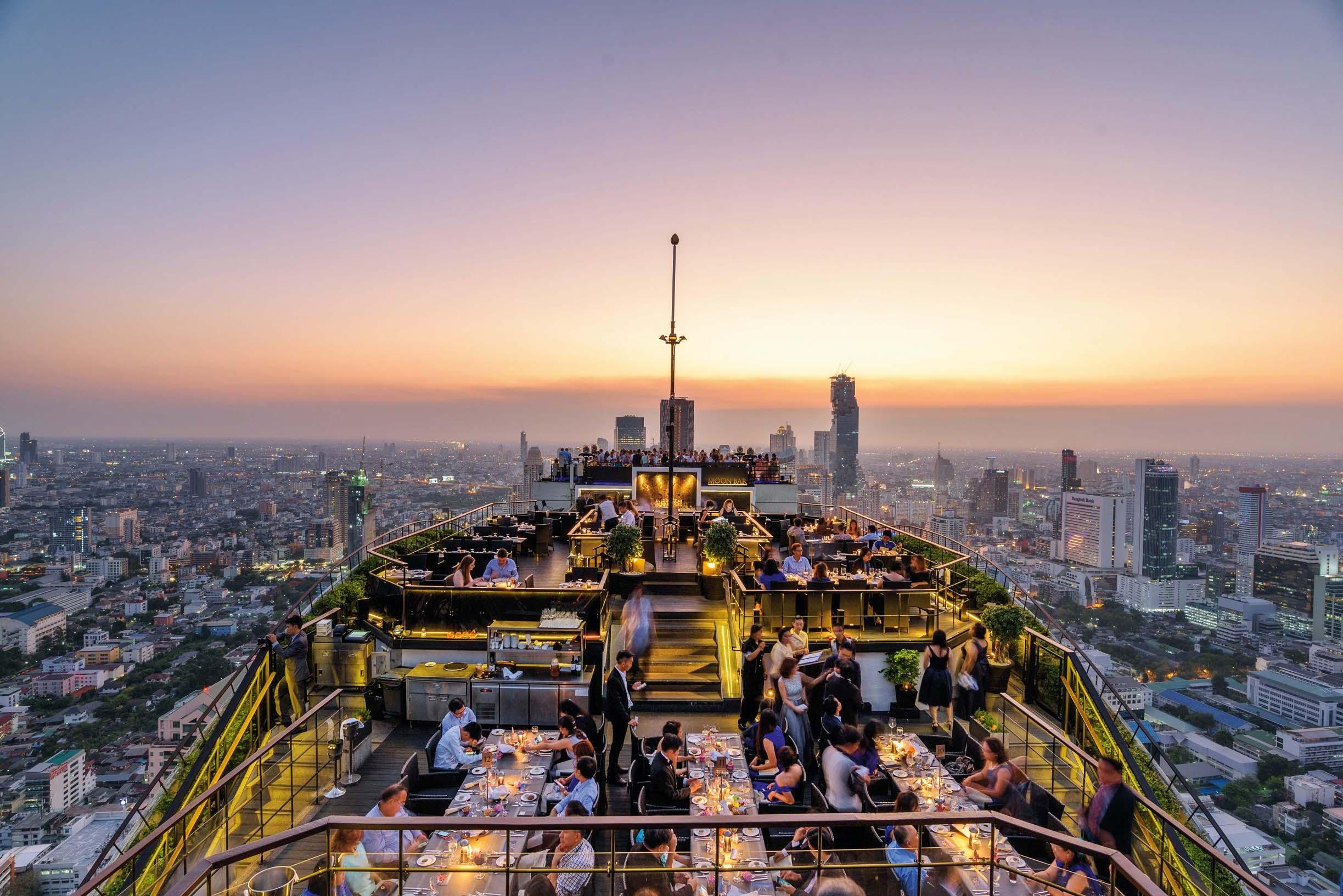 81901683-H1-BTTHBK-Dining-Vertigo-Sunset