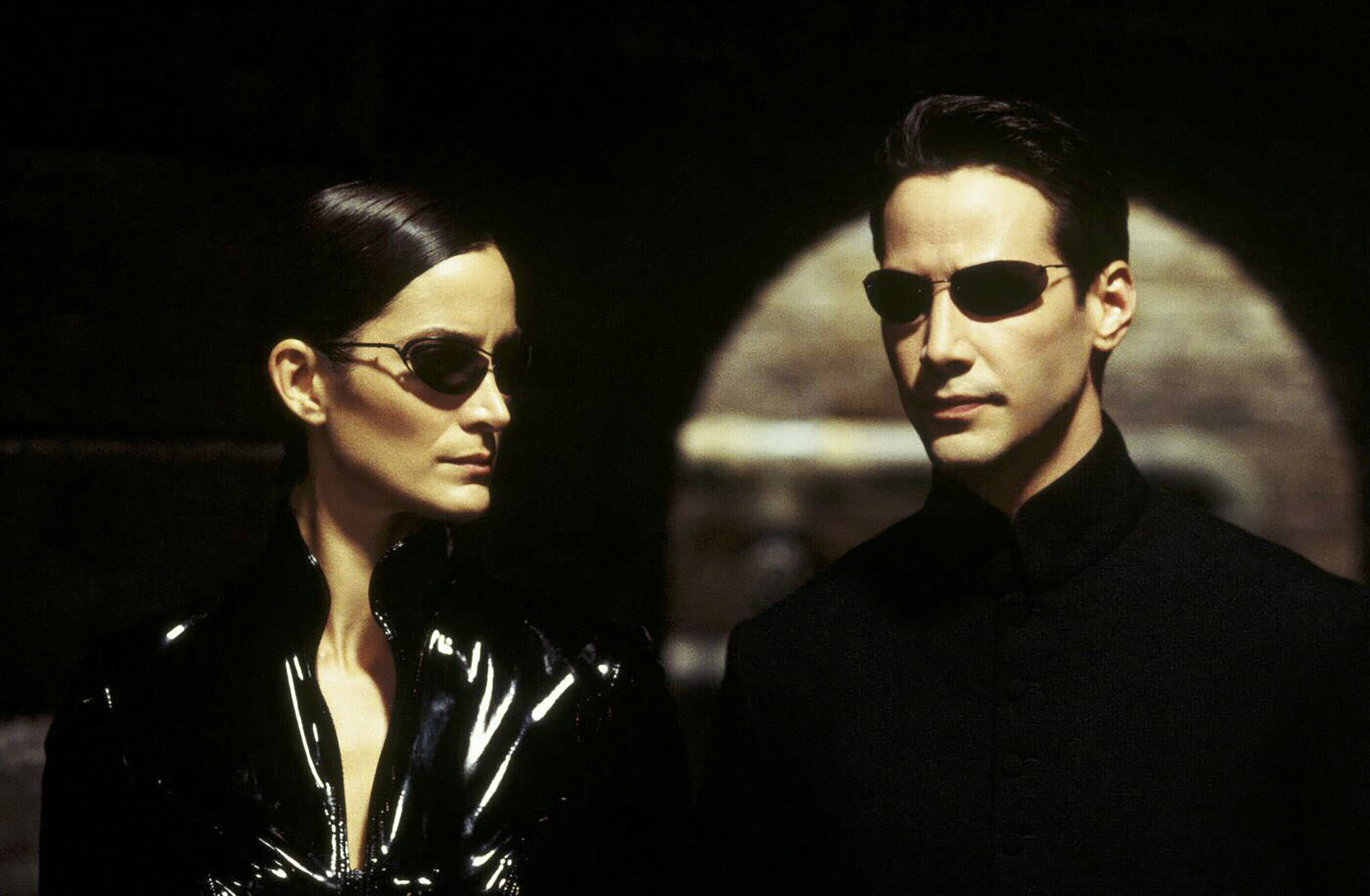 Trinity (Carrie-Anne Moss), Neo (Keanu Reeves) *** Local Caption *** 1999, Matrix, The, Matrix, Image: 144974164, License: Rights-managed, Restrictions: Nur redaktionelle Nutzung im Zusammenhang mit dem Film. Editorial usage only and only related to the movie. Im Falle anderer Verwendungen, kontaktieren Sie uns bitte. For other uses, please contact us., Model Release: no, Credit line: Profimedia, United Archives