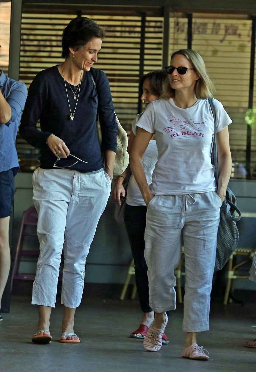 EXCLUSIVE TO INF. ALL-ROUNDER. October 6, 2013: Jodie Foster and her reported new girlfriend, Alexandra Hedison, share breakfast together  at Charlie's Pantry in Beverly Hills, California., Image: 173847632, License: Rights-managed, Restrictions: EXCLUSIVE TO INF. ALL-ROUNDER., Model Release: no, Credit line: Profimedia, INSTAR Images