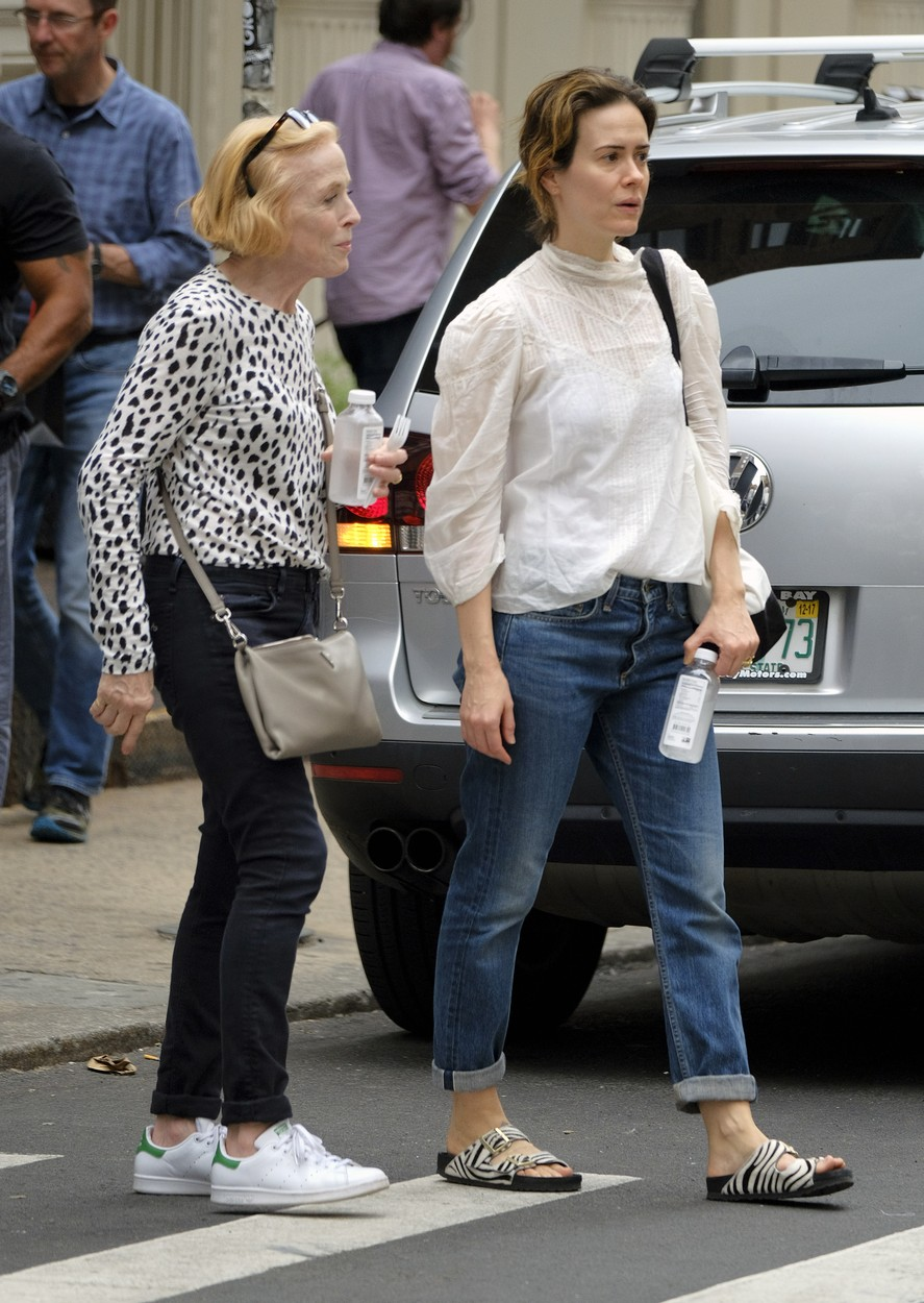 August 14, 2017 - New York, New York, United States - Actress Sarah Paulson and her partner Holland Taylor went shopping in Soho on August 14 2017 in New York City, Image: 345083252, License: Rights-managed, Restrictions: , Model Release: no, Credit line: Profimedia, Zuma Press