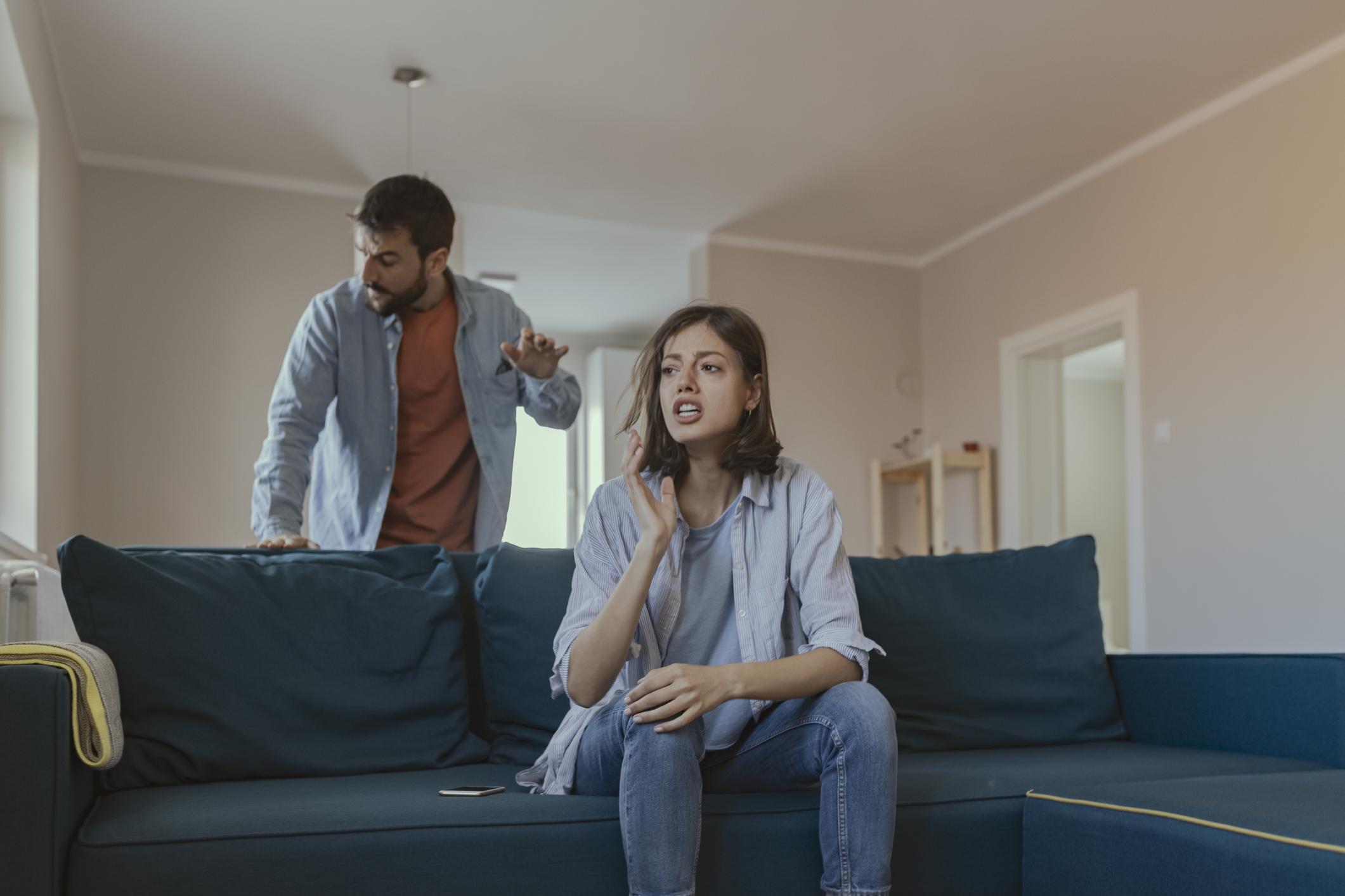 Konflikti su sastavni dio svake veze. Sposobnost svađanja s poštovanjem kvaliteta je zdrave i zrele veze, a kad se to izgubi, dolaze i problemi...