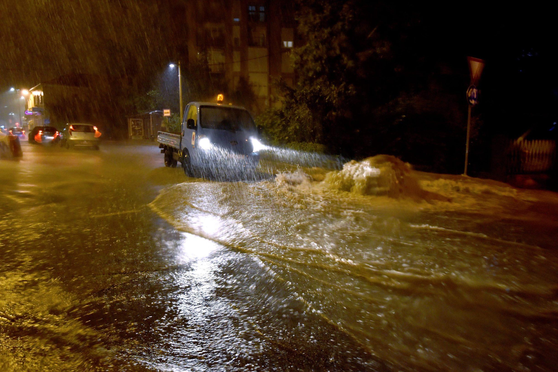 Zadar, 230919. Obilna kisa poplavila zadarske prometnice. Na fotografiji: Ulica dr. Franje Tudjmana. Foto: Jure Miskovic / CROPIX