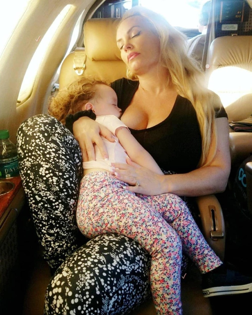 Coco Austin (/ 13.03.2018): Wiped out after having so much fun on vacation! All Chanel wants is the boob then she's out!