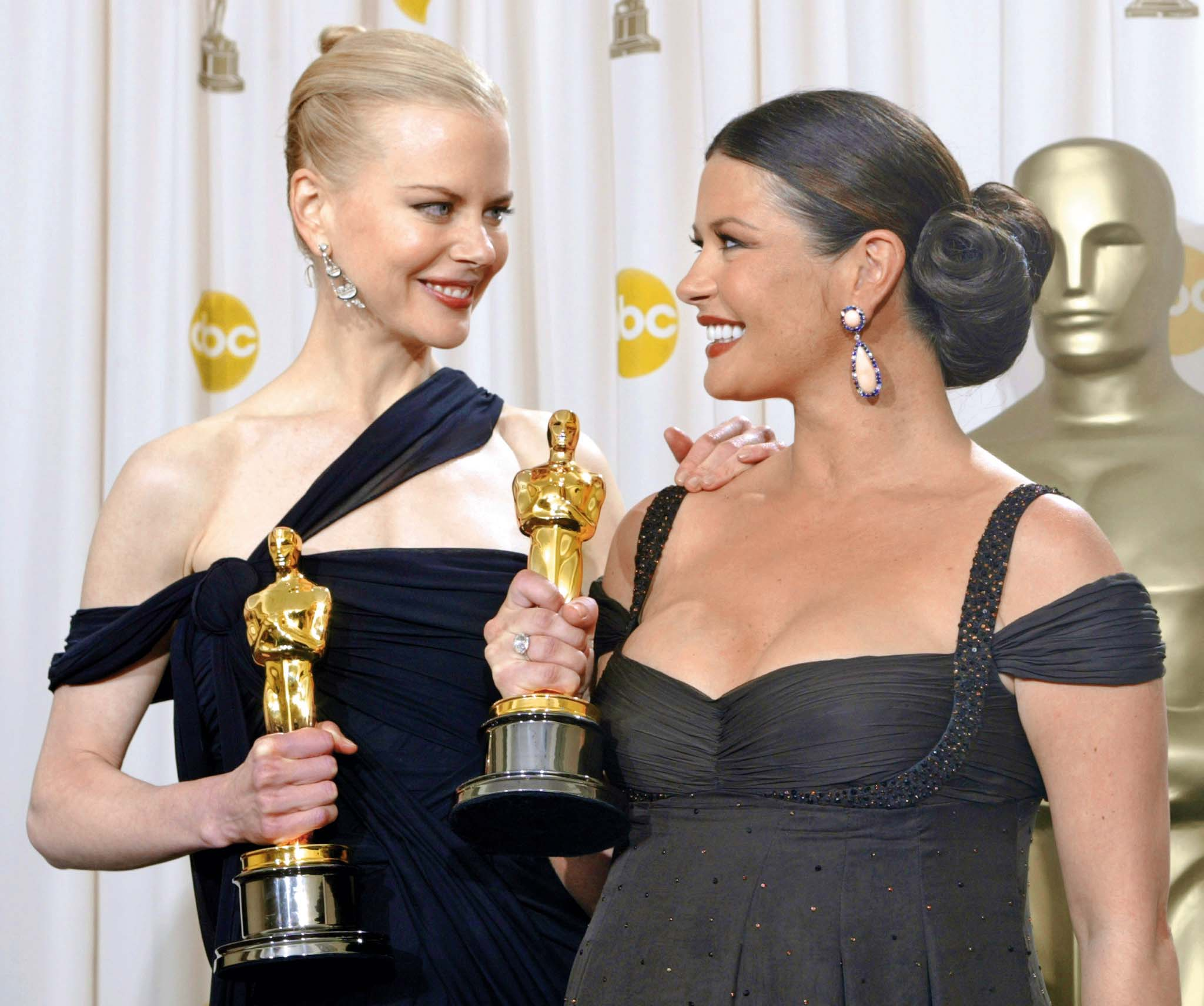 Best actress Oscar winner Nicole Kidman (L) and best supporting actress Oscar winner Catherine Zeta-Jones show off their statuettes after the 75th annual Academy Awards at the Kodak Theatre in Hollywood, California, March 23, 2003. Kidman won for her role in