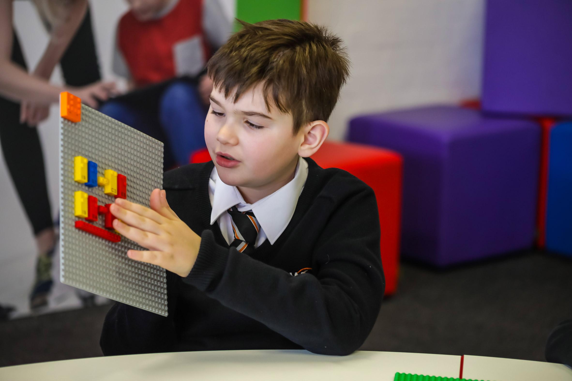 lego-braille-bricks-children-design_dezeen_2364_col_1