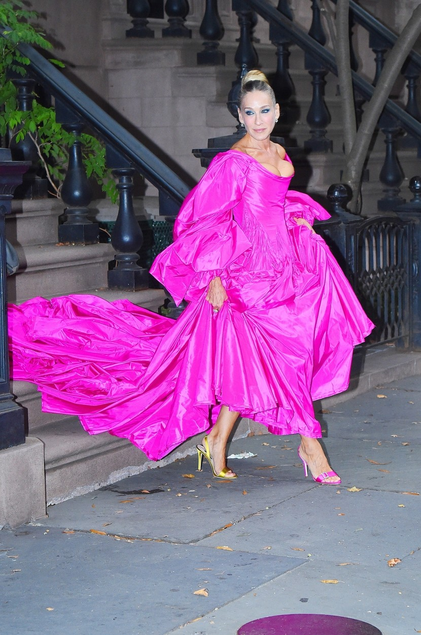 New York, NY  - Sarah Jessica Parker heads out in an enormous fuchsia dress and mismatched shoes to the Ballet gala in New York.  *UK Clients - Pictures Containing Children Please Pixelate Face Prior To Publication*, Image: 473566864, License: Rights-managed, Restrictions: , Model Release: no, Credit line: Profimedia, Backgrid USA, @JosiahWPhotos / BACKGRID