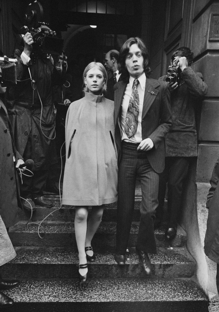 English singer, songwriter and actress Marianne Faithfull and English singer, songwriter, actor and film producer Mick Jagger leaving Marlborough Street Magistrates court after hearing for drug charges, London, UK, 23rd June 1969. (Photo by Evening Standard/Hulton Archive/Getty Images)
