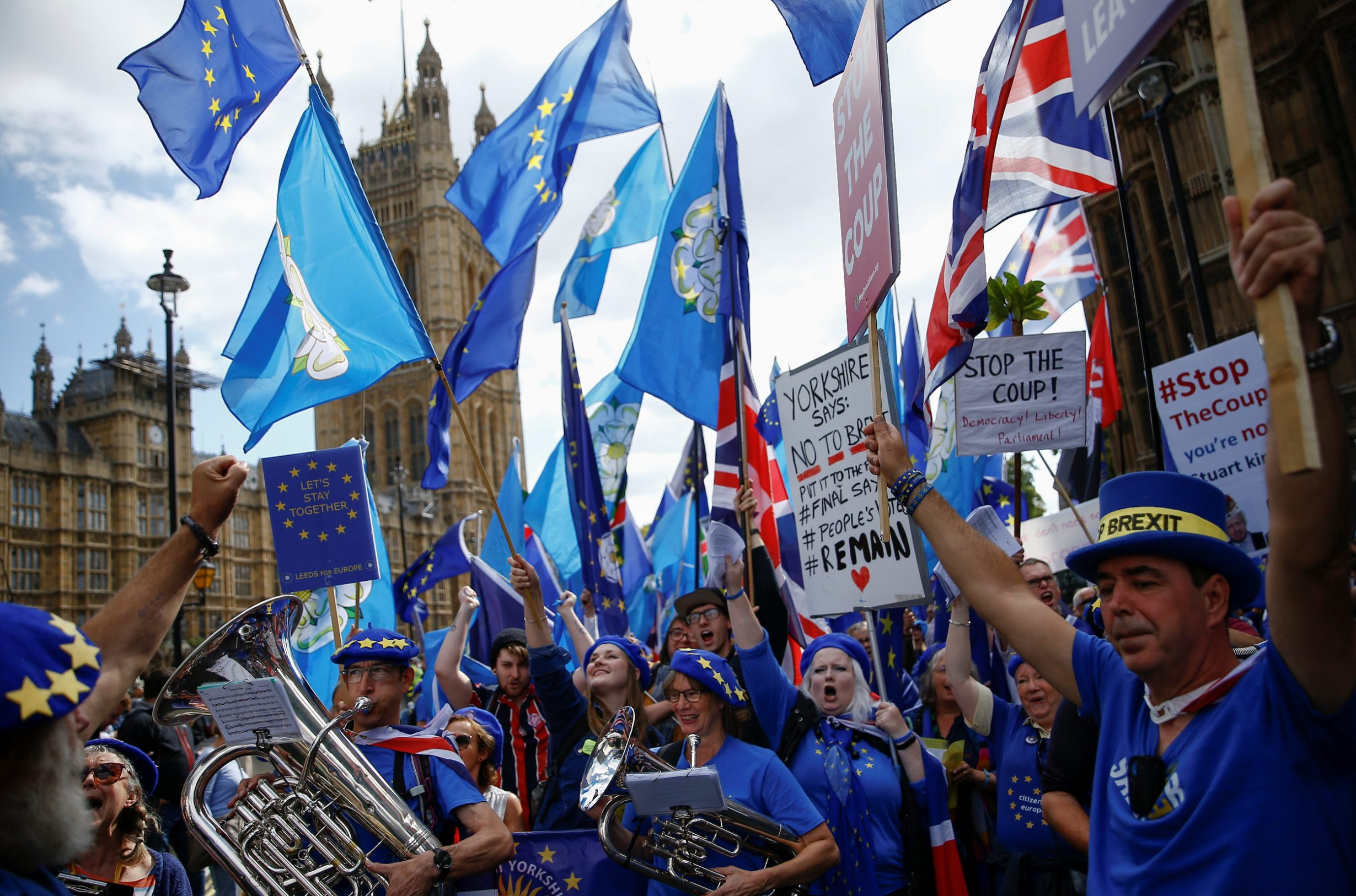 Proeuropski prosvjednici ispred Parlamenta u Londonu
