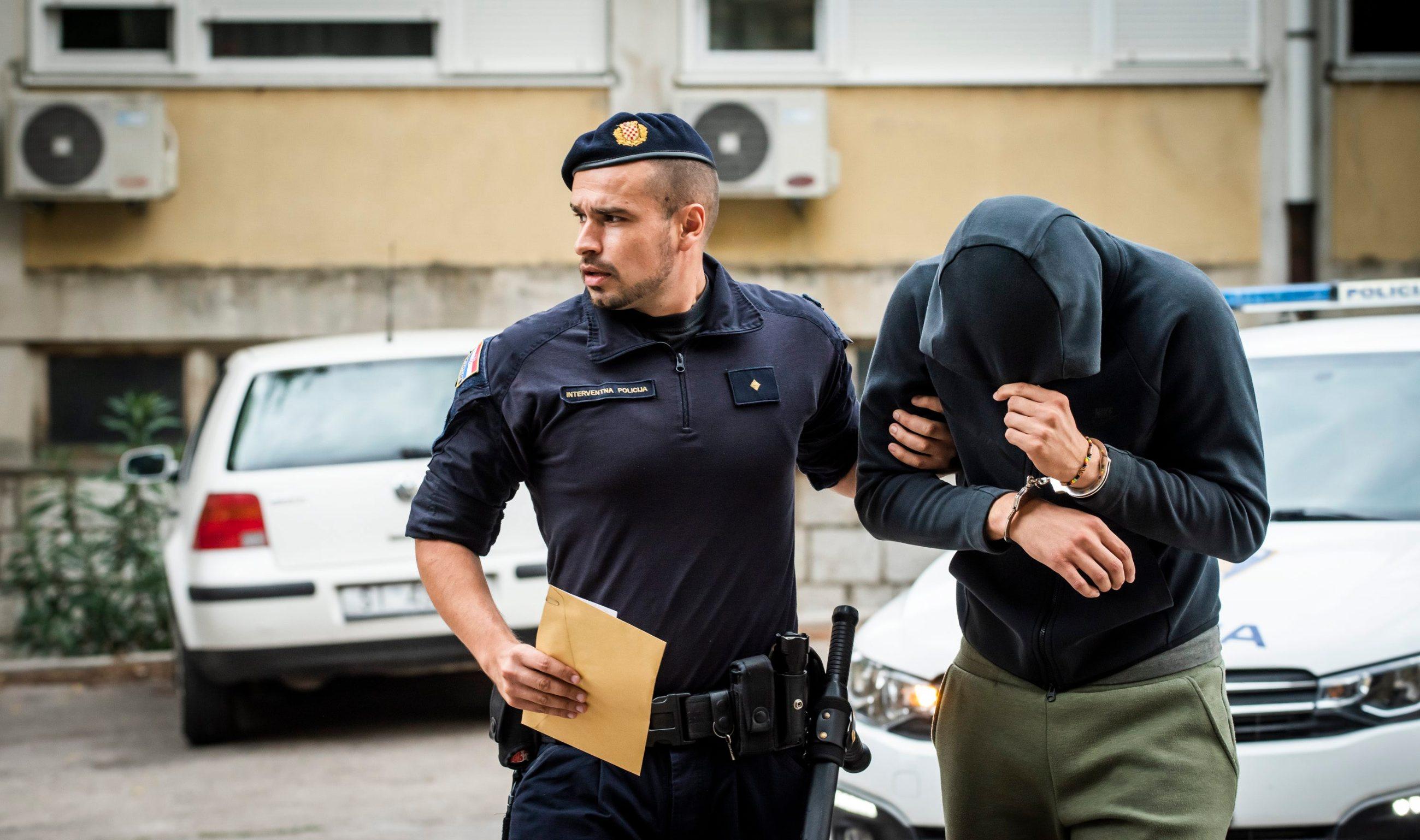 Privođenje osumnjičenih za nedavne napade u Uzdolju