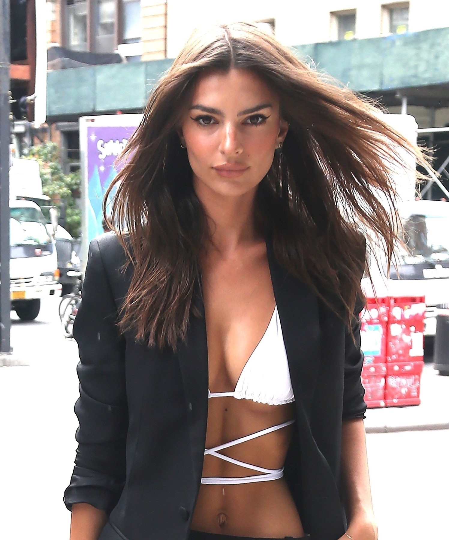 New York, NY  - Emily Ratajkowski looks extra chic today in a full-length trench over a barely-there top showing off her midriff with black trousers and heels on a stroll in New York.  *UK Clients - Pictures Containing Children Please Pixelate Face Prior To Publication*, Image: 469332267, License: Rights-managed, Restrictions: , Model Release: no, Credit line: Profimedia, Backgrid USA
