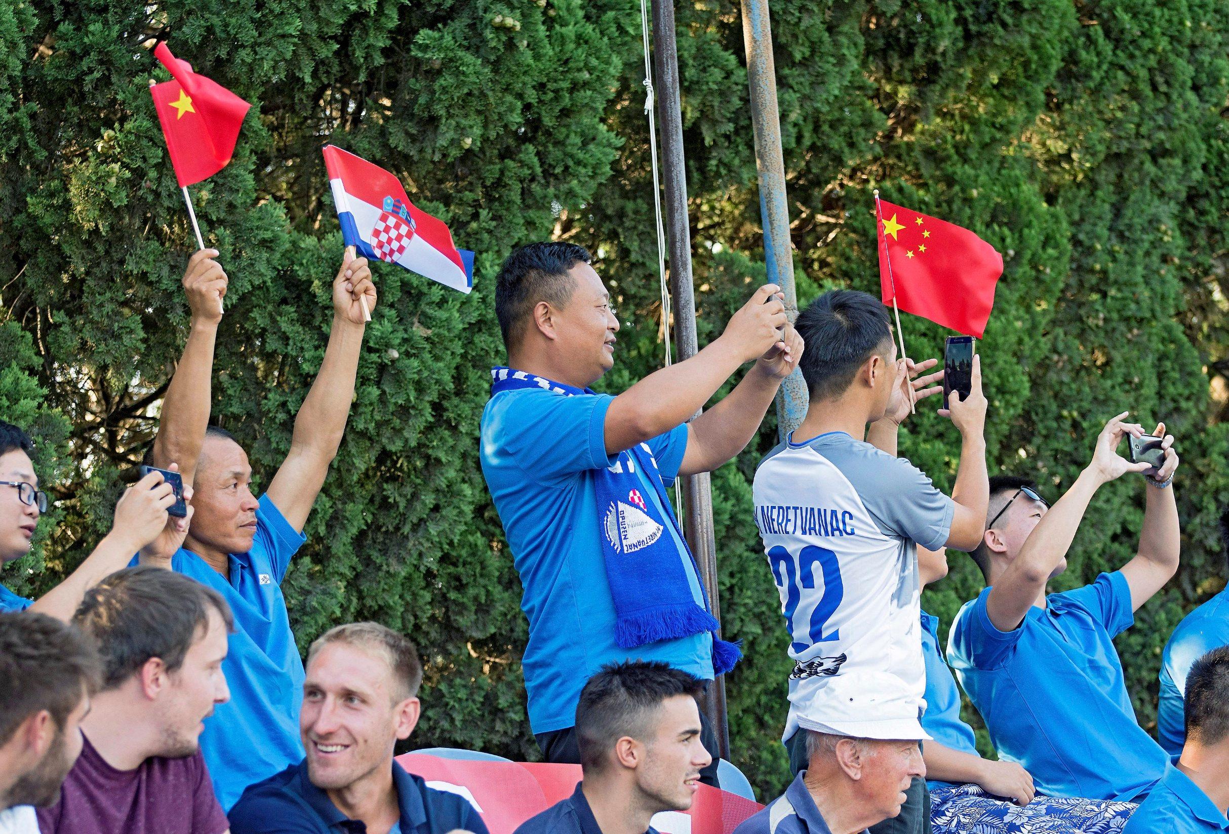 Na fotografiji: Kineski navijači na tribinama, stadion Podvornica