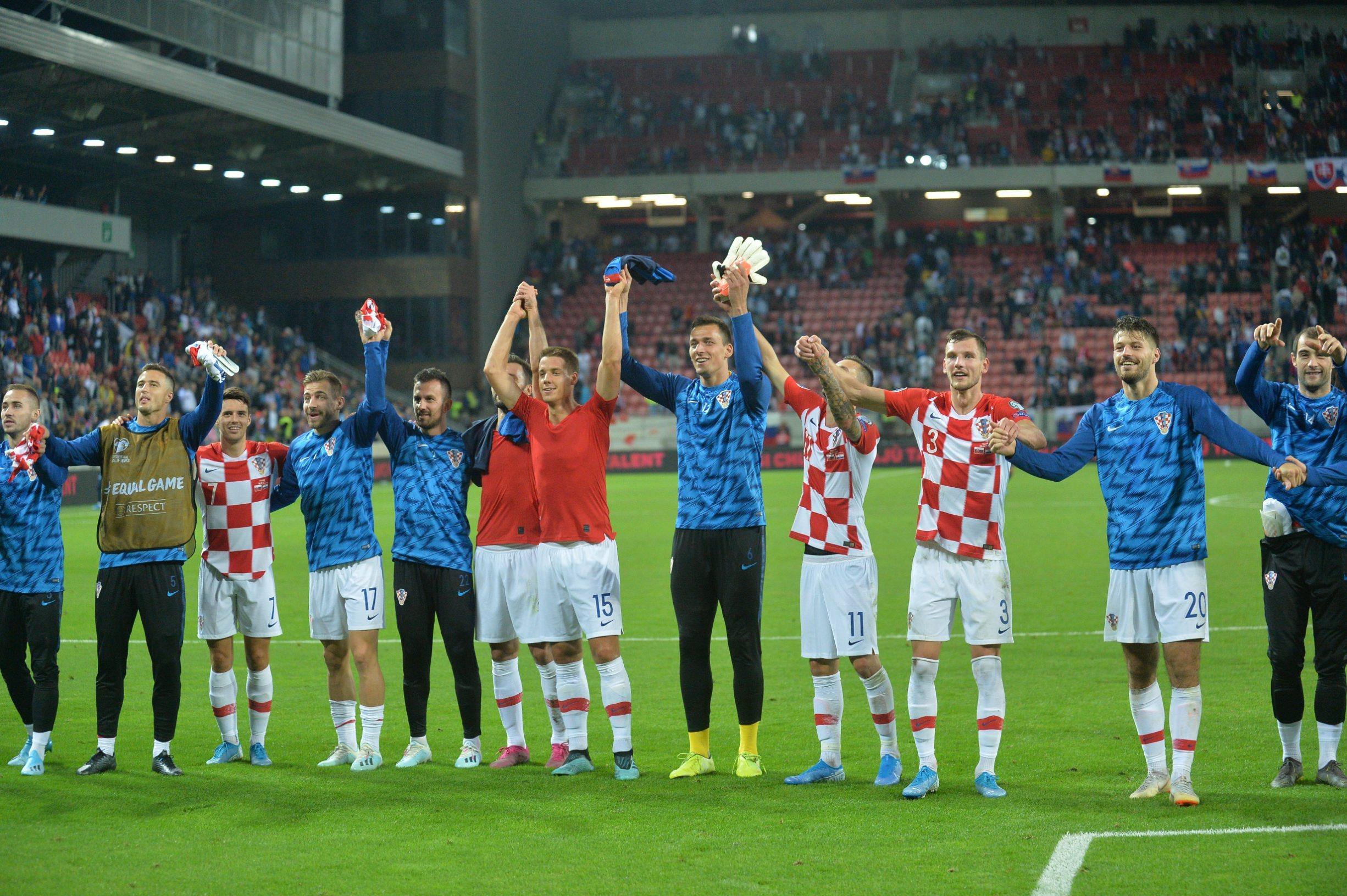 Trnava, 060919. Kvalifikacijska utakmica za UEFA Euro 2020. godine, Slovacka - Hrvatska. Na fotografiji: igraci pozdravljaju navijace. Foto: Damir Krajac / CROPIX