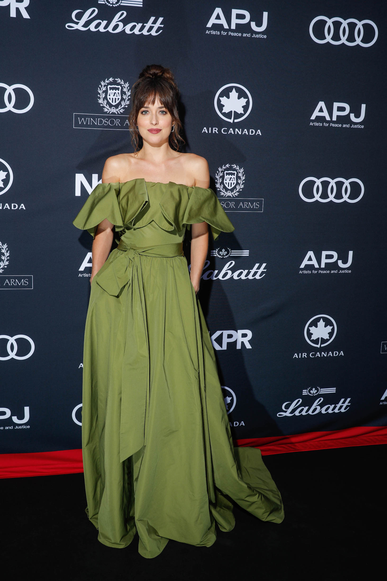 TORONTO, ONTARIO - SEPTEMBER 07: Dakota Johnson attends Audi Canada Co-hosts The Artist For Peace And Justice Festival ( APJ ) Gala During The Toronto International Film Festival at Windsor Arms Hotel on September 07, 2019 in Toronto, Canada. (Photo by Brian de Rivera Simon/Getty Images for Audi Canada )
