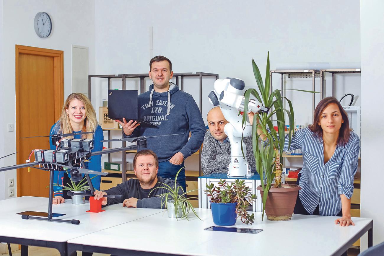 Istraživači na dva milijuna kuna vrijednom projektu su, slijeva nadesno: Ivana Mikolić, Bruno Marić, Antun Ivanović, voditelj Matko Orsag te Marsela Polić