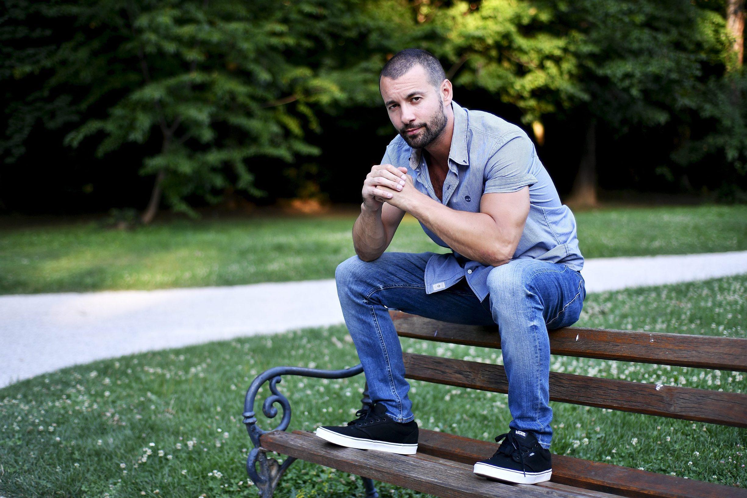 Zagreb, 080717. Glumac Ivan Herceg, fotografiran u parku Maksimir. Foto: Boris Kovacev / CROPIX