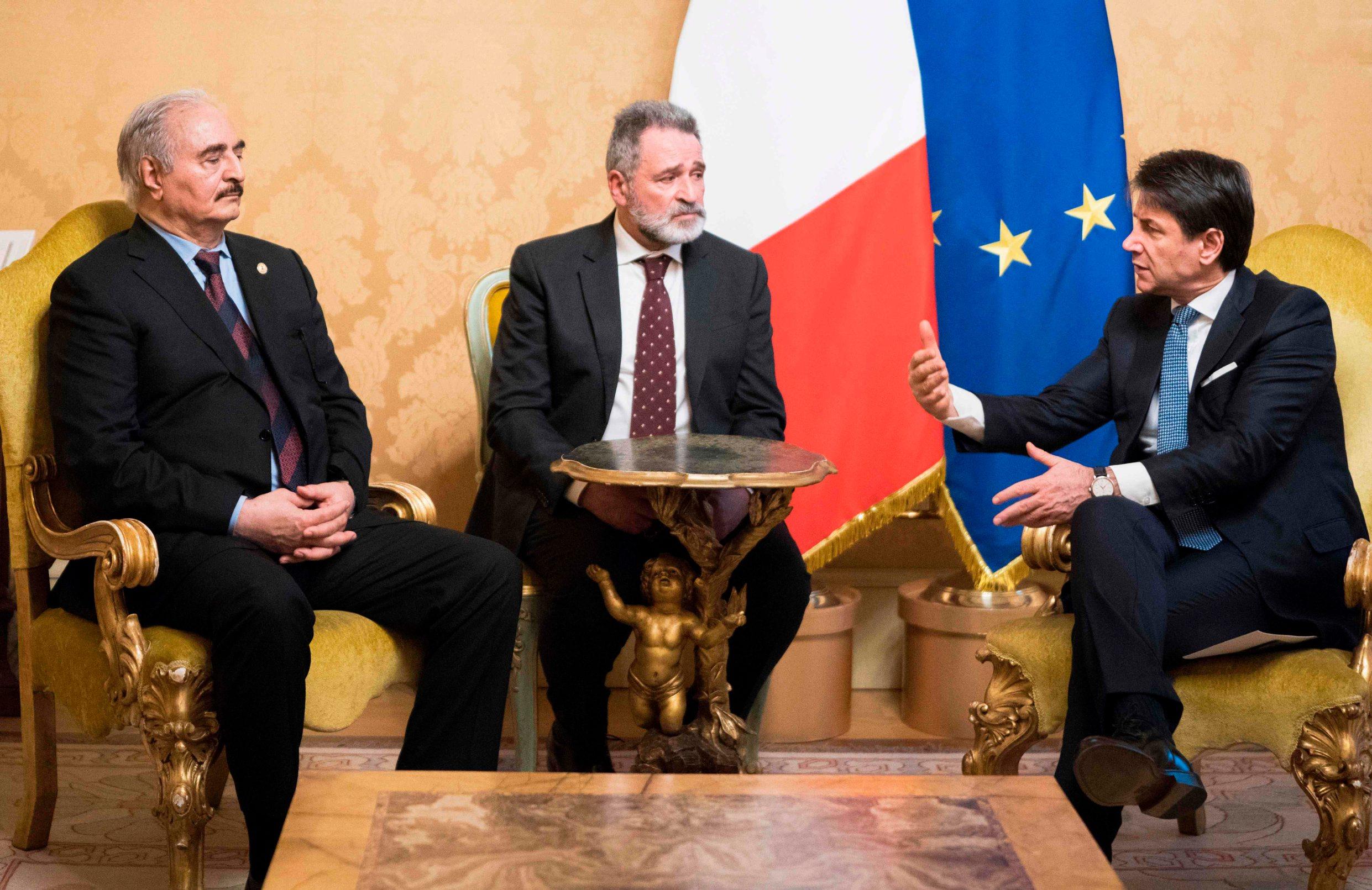 Talijanski premijer Giuseppe Conte (desno) i lider libijske Nacionalne armije maršal Kalifa Haftar
