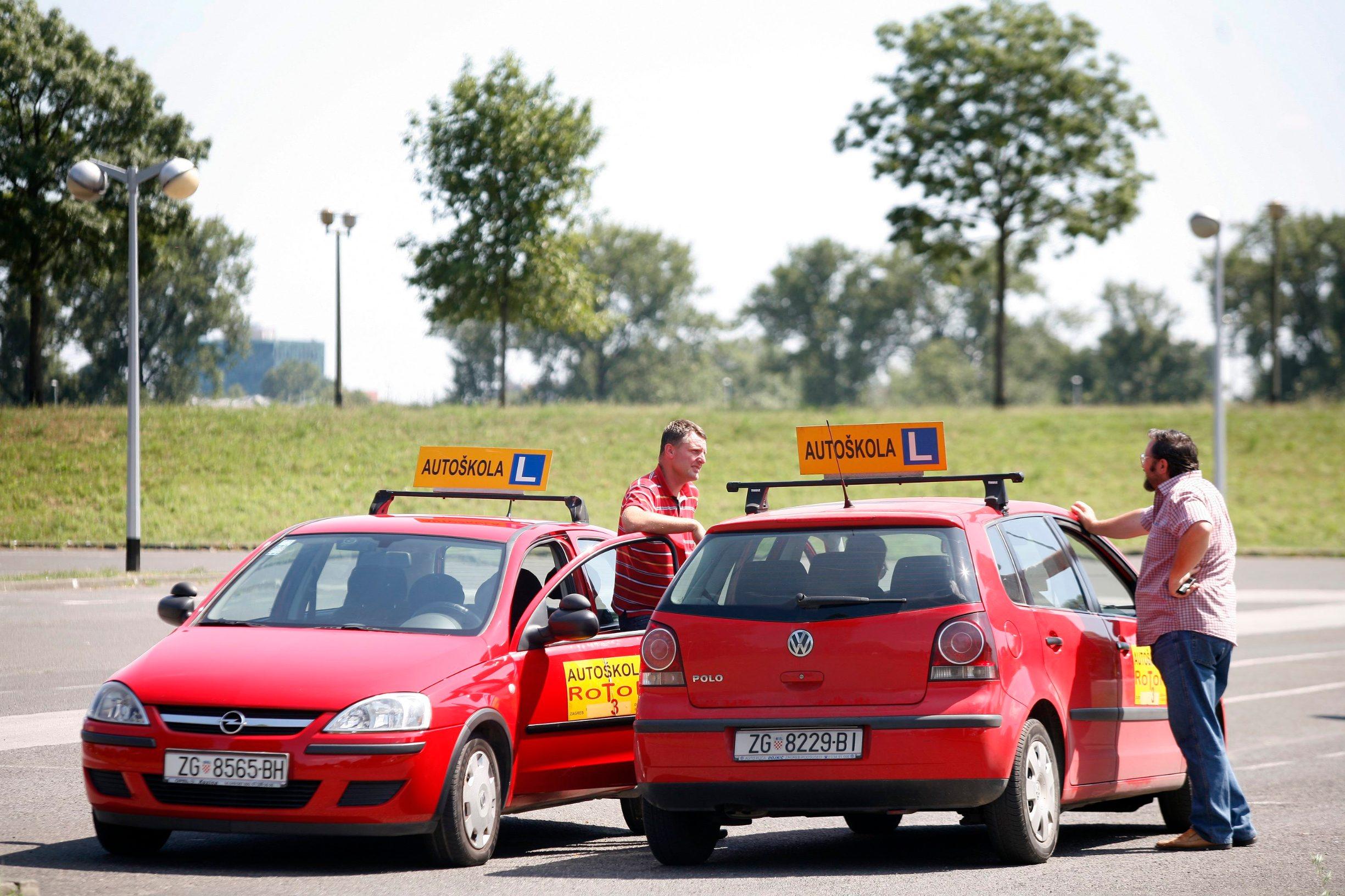 Zagreb, 290709. Automobili autoskole Rotor na poligonu u Cvijetnom naselju za ilustraciju o poskupljenju polaganja vozackih ispita. Foto: Ranko Suvar / CROPIX