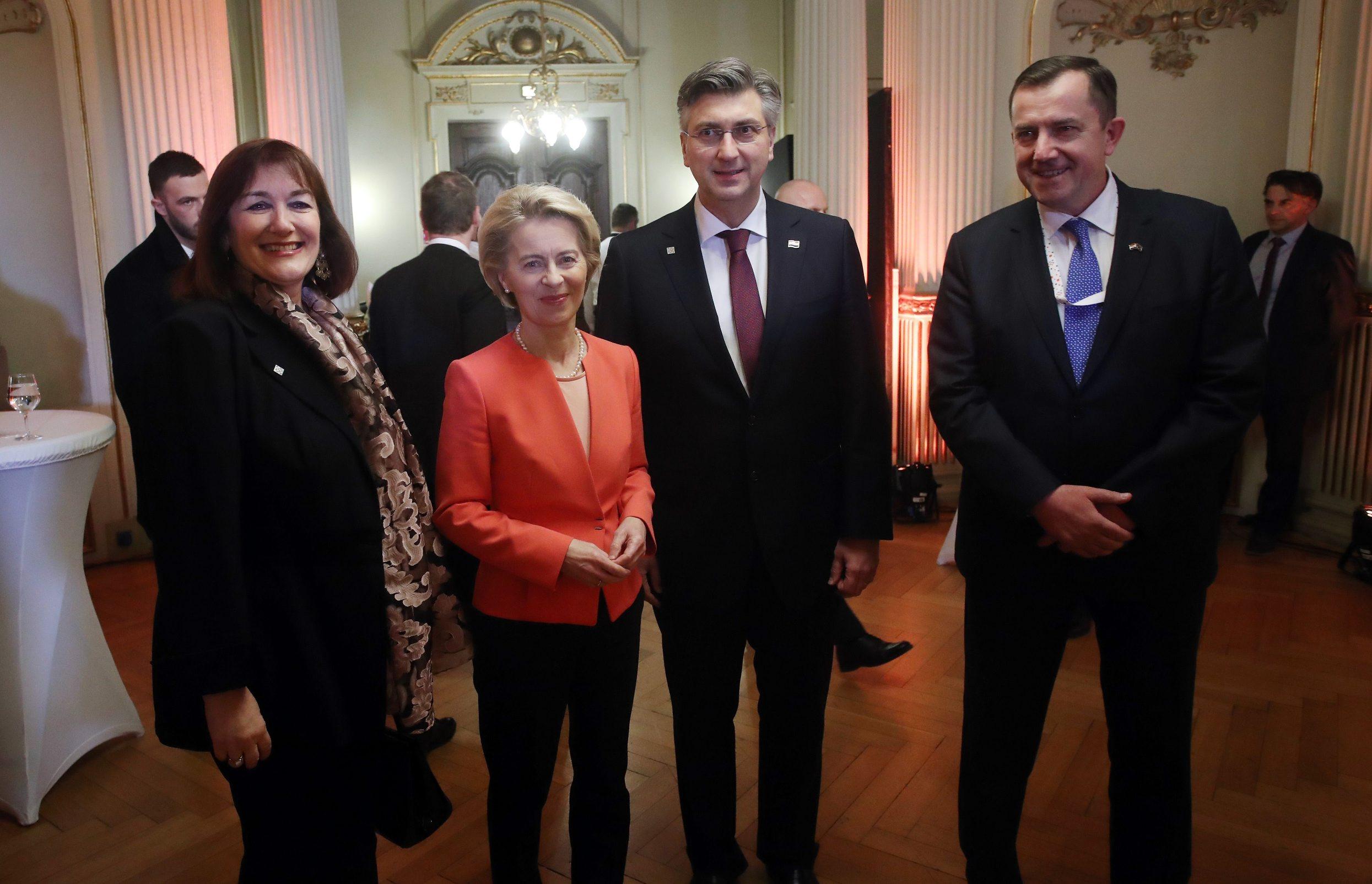 Potpredsjednica EK Dubravka Šuica, ujedno i koordinatorica Konferencije, Ursula von der Leyen, predsjednica EK i hrvatski premijer Andrej Plenković (slijeva)
