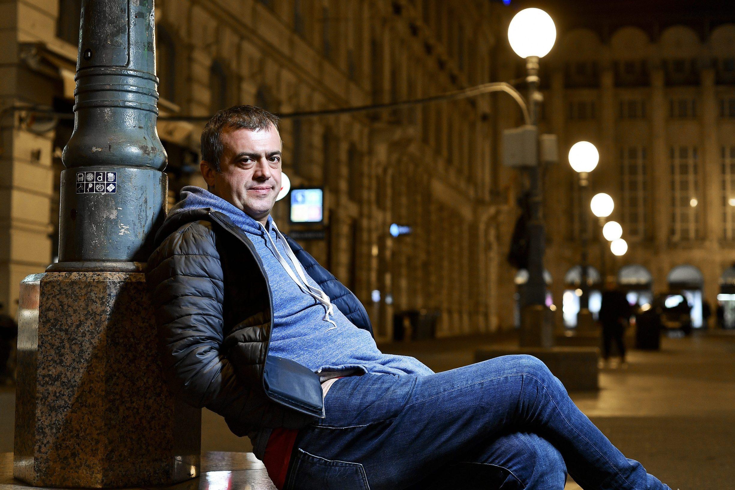 Zagreb, 280219. Srpski glumac Sergej Trifunovic, fotografiran u Bogovicevoj ulici. Foto: Boris Kovacev / CROPIX