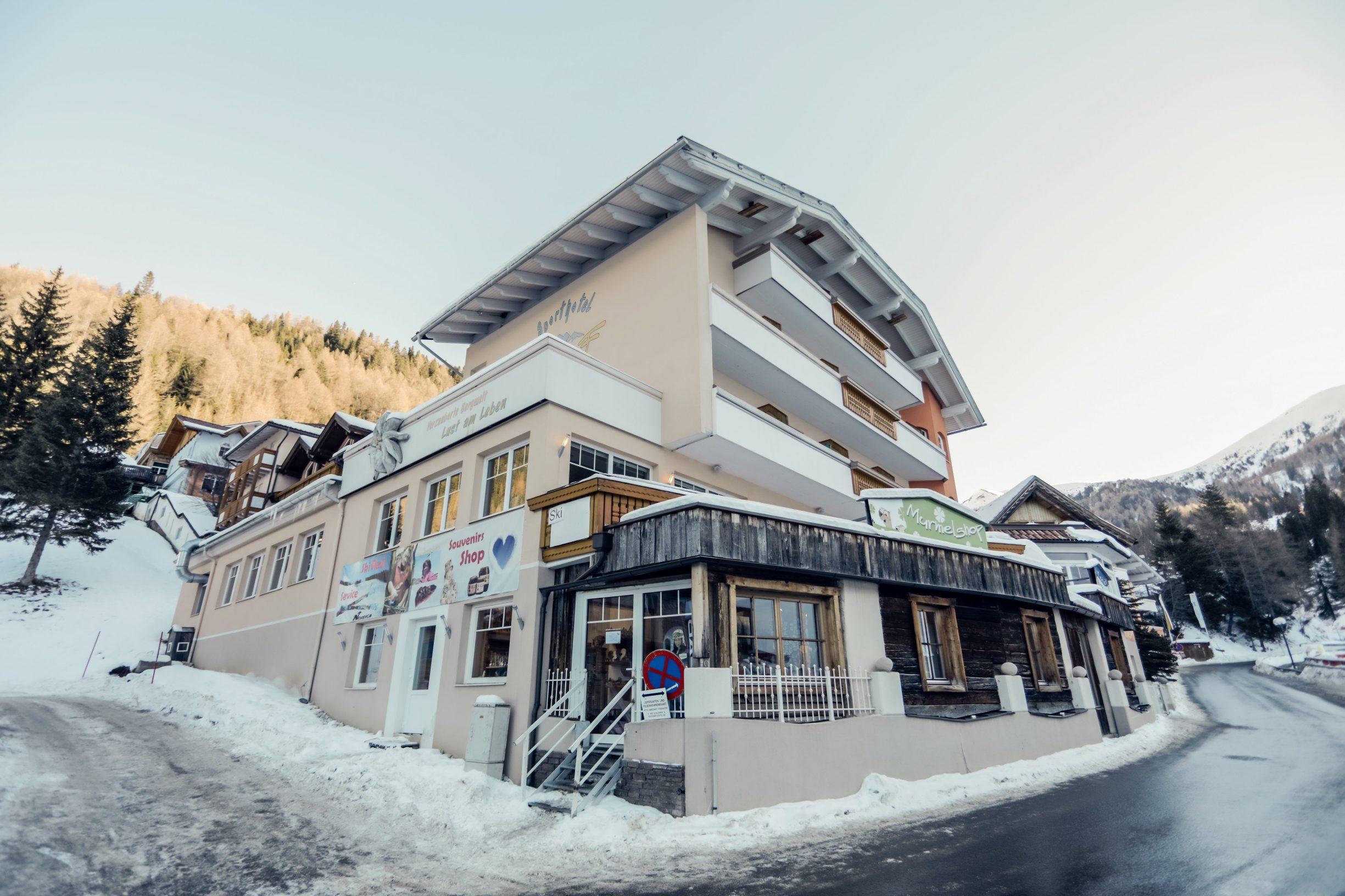 Innerkrems, Austrija, 130120 SKI Patrola Jutarnjeg Lista, skijaliste Innerkrems. Na fotografiji: Hotel Fruhauf Foto: Danijel Soldo / CROPIX