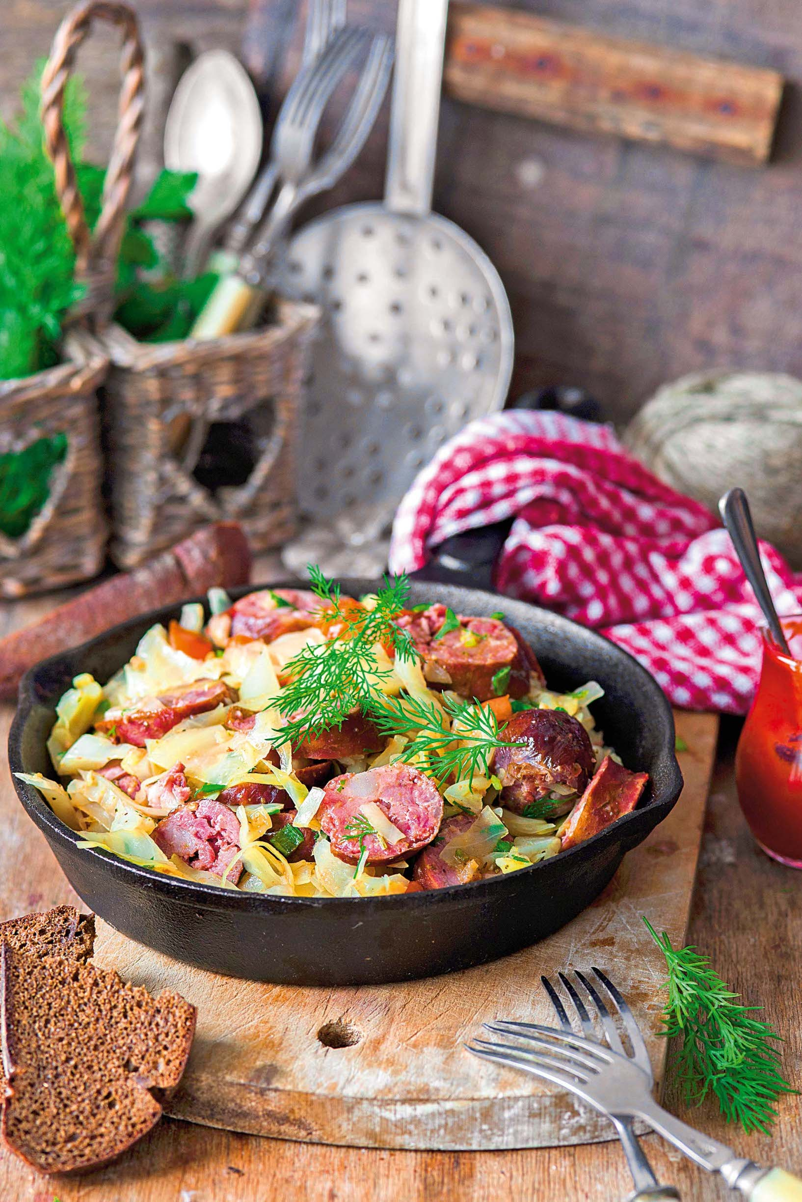 StockFood-12295115-HiRes-Cabbage-stewed-with-sausage