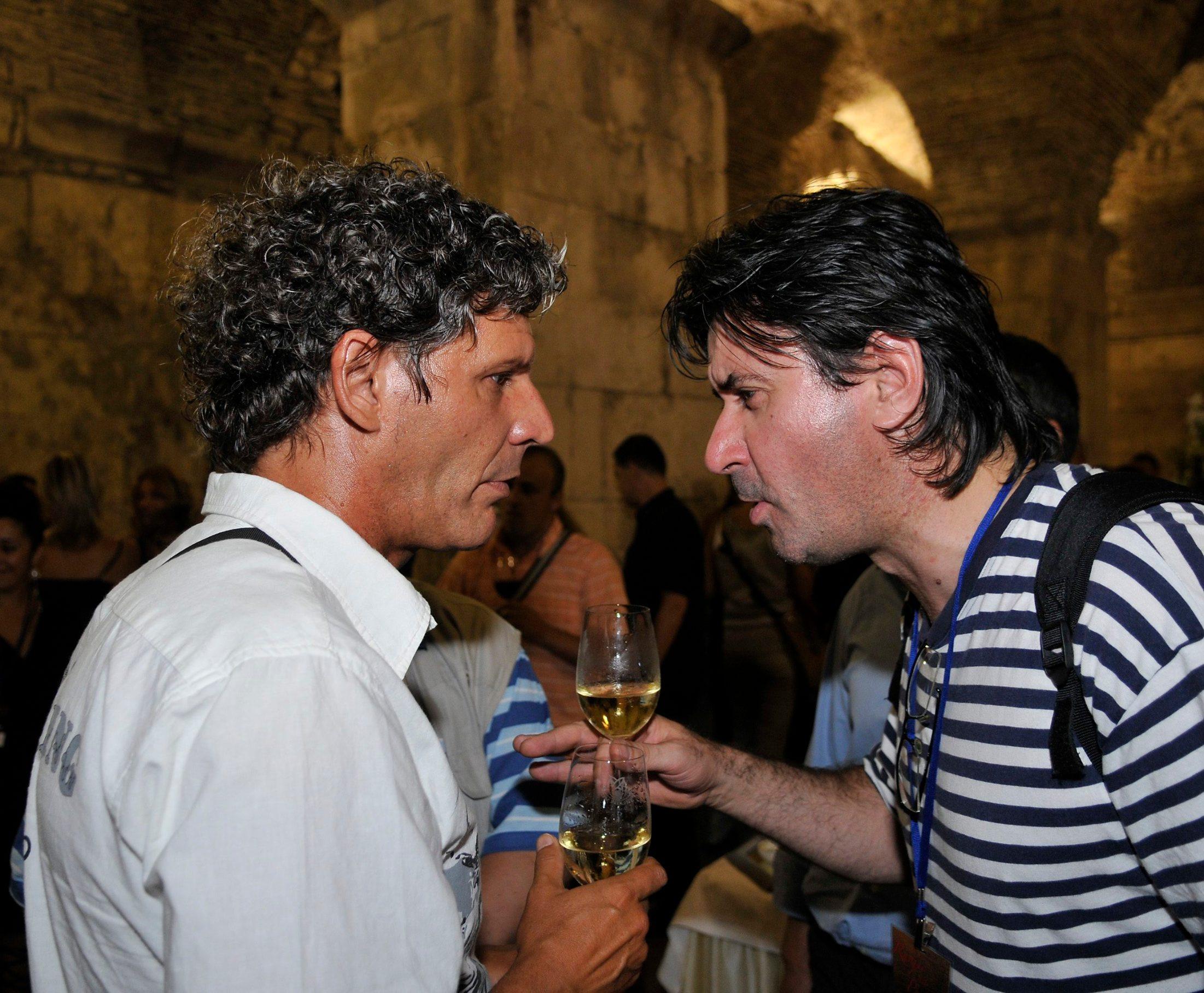 Split, 300808. Koncert Runjiceve veceri na Perstilu. Na slici: Damir Mihanovic - Cubi i glumac Vedran Mlikota. Foto: Jadran Babic / CROPIX