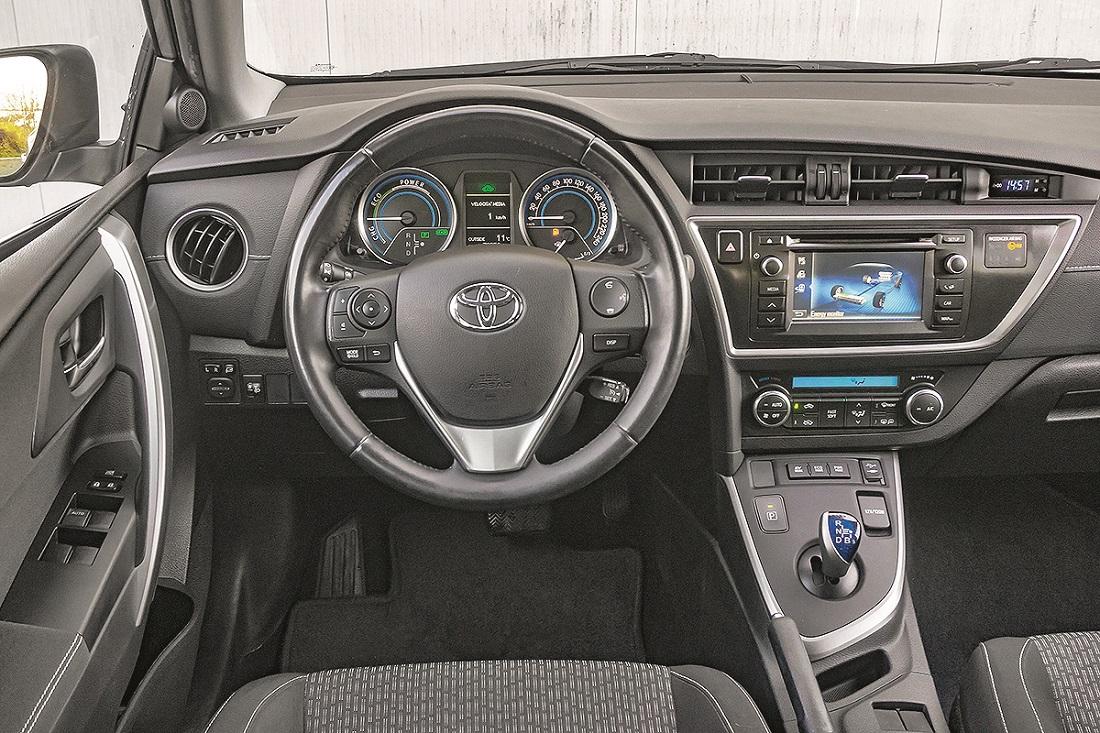 Toyota Auris karavan Hybrid 2015.