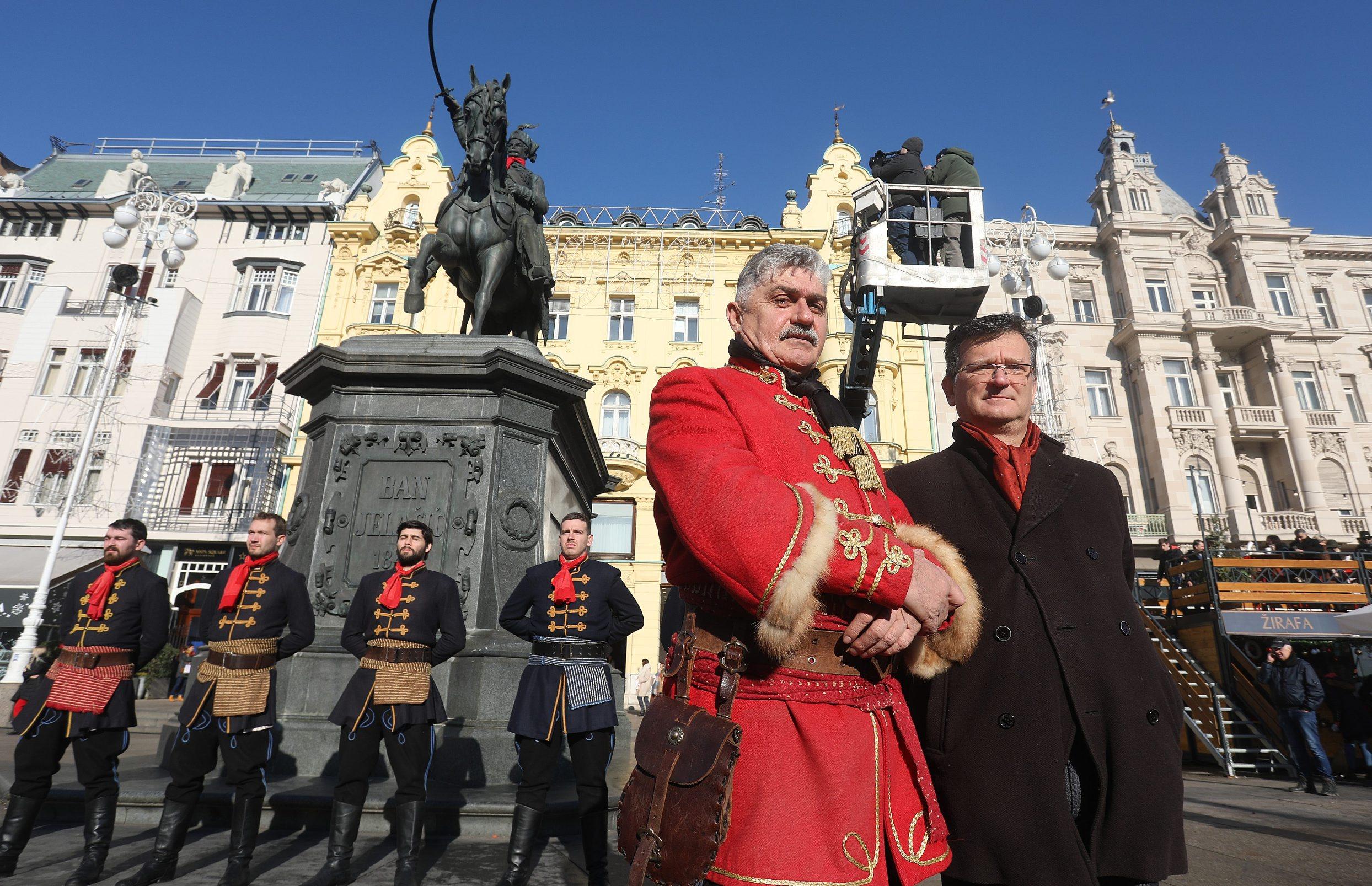 Željko Matejčić Mata, zapovjednik Počasne satnije Kravat pukovnije, i Nikola Albaneže