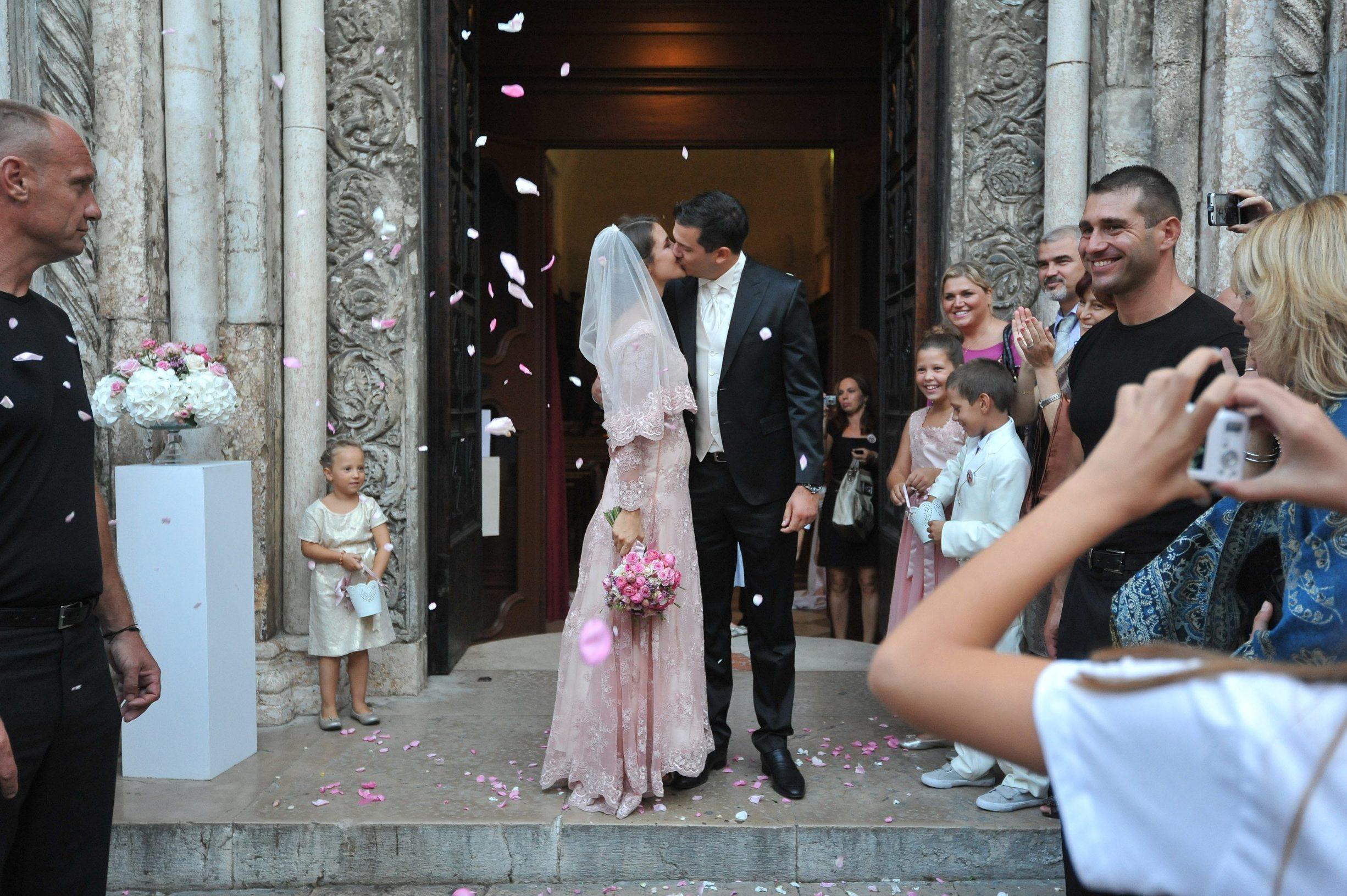 Zadar, 060913. Danas su se u zadarskoj katedrali sv. Stosije vjencali mlada glumica Doris Pincic i Boris Rogoznica. Na fotografiji: Doris Pincic i Boris Rogoznica. Foto: Luka Gerlanc / CROPIX