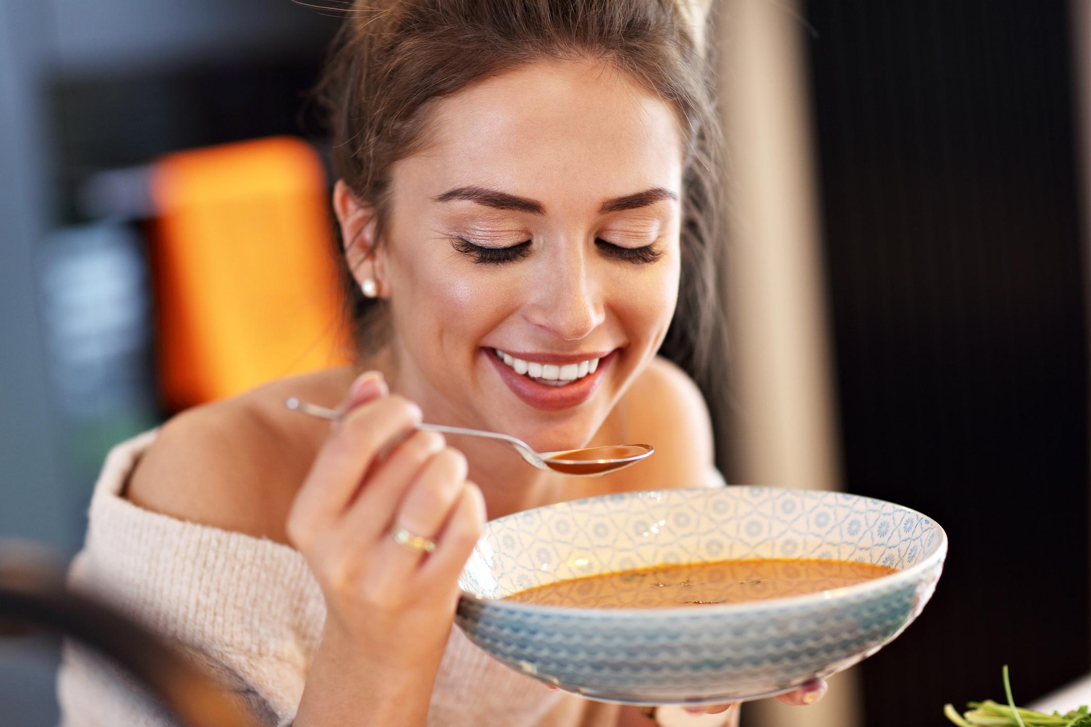 Jušna dijeta pruža organizmu priliku da se očisti i omogućava smanjenje nadutosti.