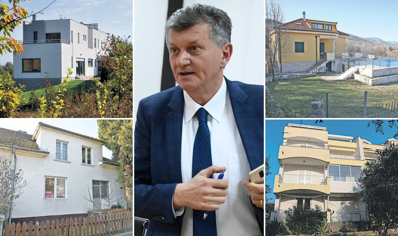 Prema zemljišnim knjigama, na Kujundžića u Novalji glase dva apartmana, veličine 38,99 i 37,69 kvadrata, a u jučerašnjoj verziji njegove imovinske kartice stoji vlasništvo nad jednim tamošnjim apartmanom od 50 kvadrata