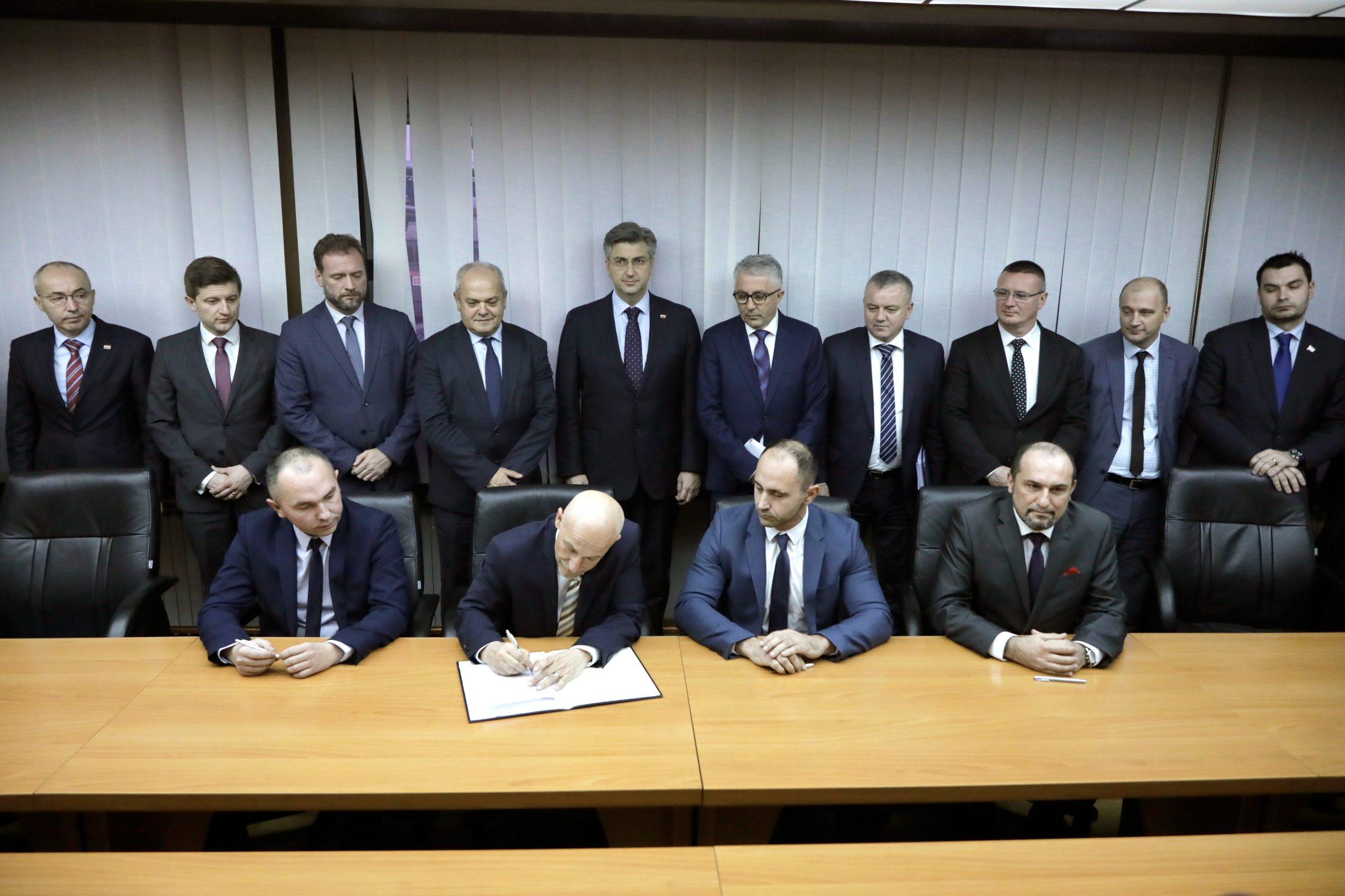 Andrej Plenković na potpisivanju ugovora o kreditiranju