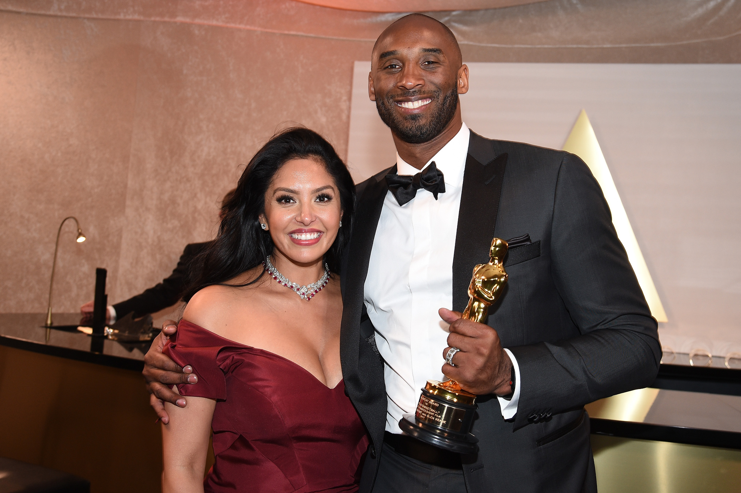 HOLLYWOOD, CA - MARCH 04:  Kobe Bryant (R) and Vanessa Laine Bryant attend the 90th Annual Academy Awards Governors Ball at Hollywood & Highland Center on March 4, 2018 in Hollywood, California.  (Photo by Kevork Djansezian/Getty Images)