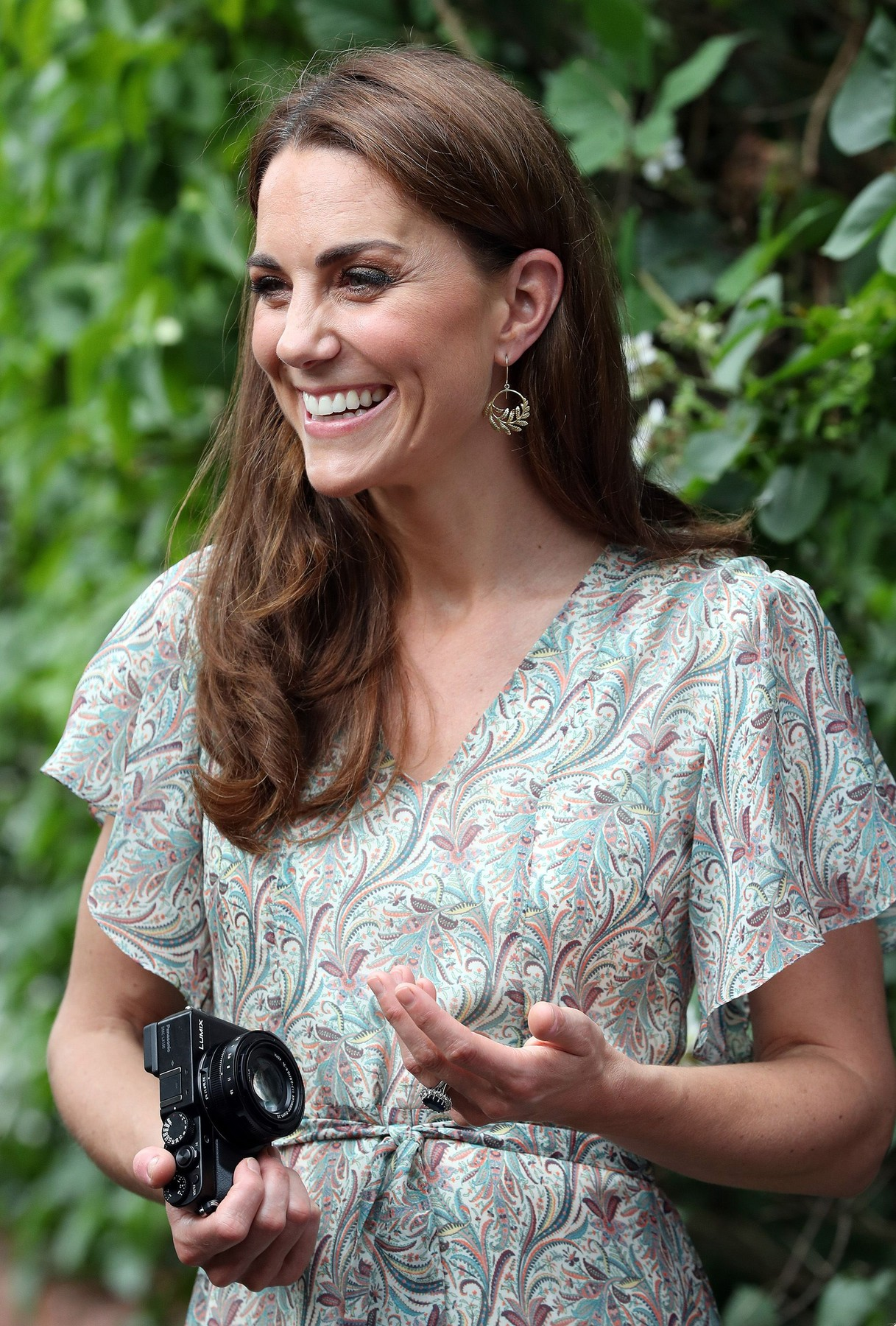 The Duchess of Cambridge joins a photography workshop with Action for Children and the Royal Photographic Society at Warren Park Children's Centre, Kingston Upon Thames, London, UK, on the 25th June 2019.  Picture by Chris Jackson/WPA-Pool//GEORGEROGERS_ROGERS0039/1906260853/Credit:GEORGE ROGERS/SIPA/1906260936, Image: 451620179, License: Rights-managed, Restrictions: , Model Release: no, Credit line: GEORGE ROGERS / Sipa Press / Profimedia