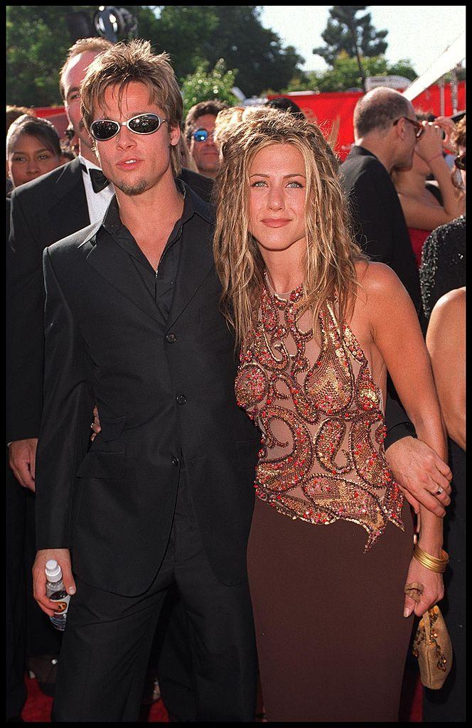 373073 01: 09/12/99. Los Angeles, CA. Brad Pitt and Jennifer Aniston arrive at the