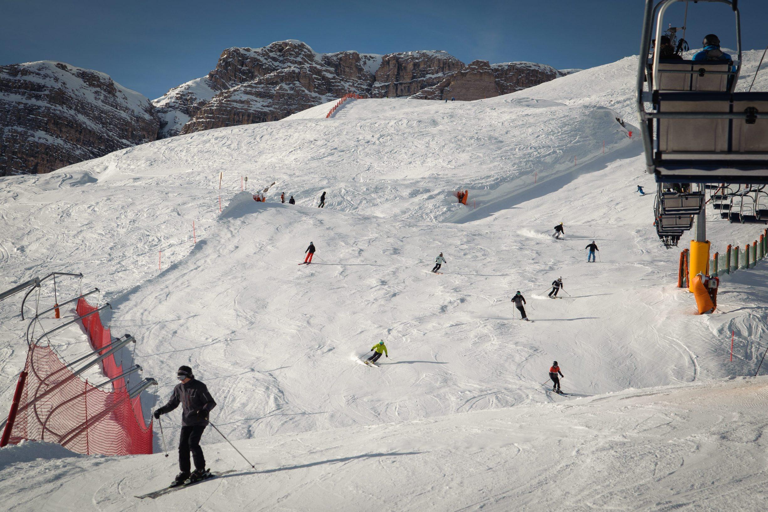 Alta Badia, Italija, 151219. Ski patrola - Alta Badia, skijaliste u Dolomitima sa 130 km povezanih skijaskih staza . Na fotografiji:  pogled na stazu Vallon Foto: Tom Dubravec / CROPIX