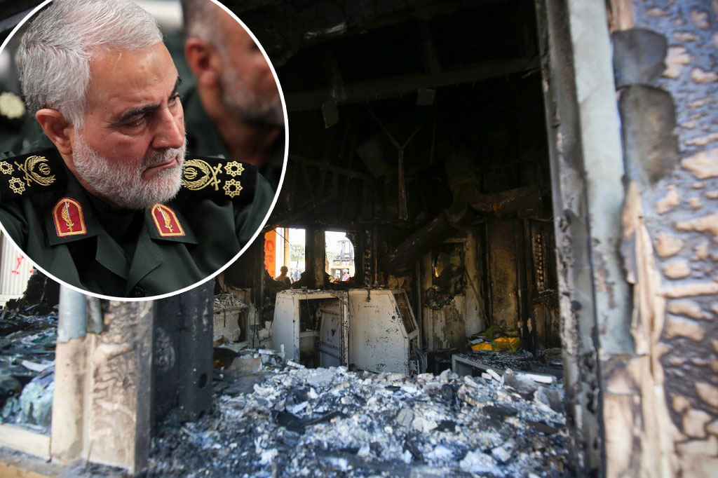 Qassem Suleimani (u krugu), demolirani ulaz u američku ambasadu u Iraku (glavna fotografija)