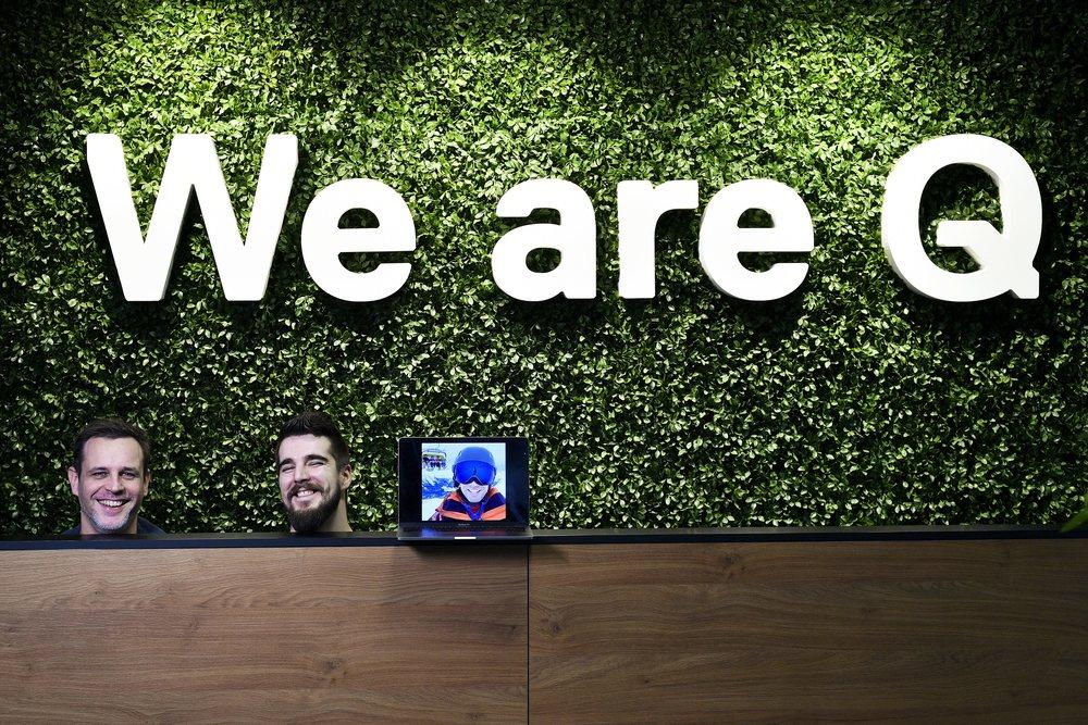 Zagreb, 030120. Vlasnici softverske tvrtke Q agencija. Na fotografiji: Vedran Tolic, Dalibor Jurgec i Filip Lubic na ekranu. Foto: Boris Kovacev / CROPIX