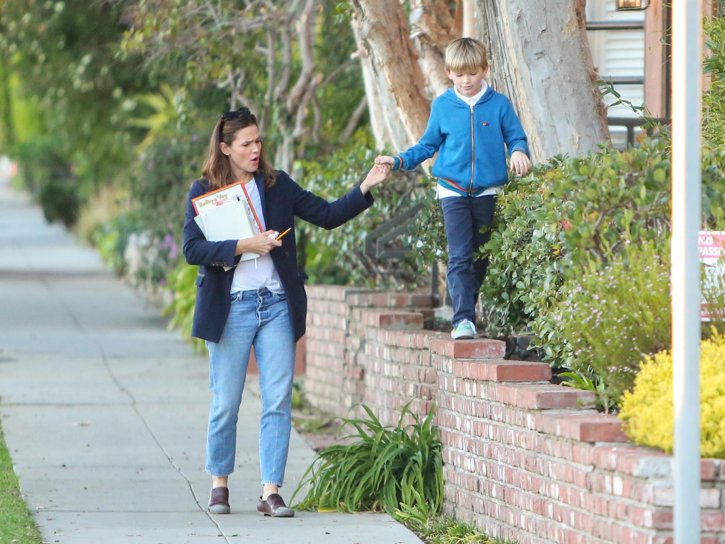 Jennifer Garner and son Samuel Affleck Jennifer Garner out and about, Los Angeles, USA - 06 Jan 2020, Image: 491417307, License: Rights-managed, Restrictions: , Model Release: no, Credit line: REX / Shutterstock Editorial / Profimedia