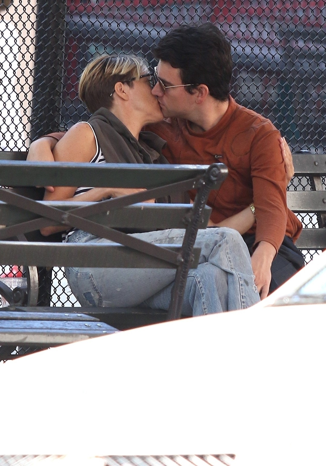 New York City, NY  - Actress, Chloe Sevigny sports a pixie-cut and is seen kissing and showing some PDA with unidentified boyfriend on a park bench in Manhattan's Soho area.  BACKGRID USA 25 AUGUST 2019, Image: 467274964, License: Rights-managed, Restrictions: , Model Release: no, Credit line: BrosNYC / BACKGRID / Backgrid USA / Profimedia