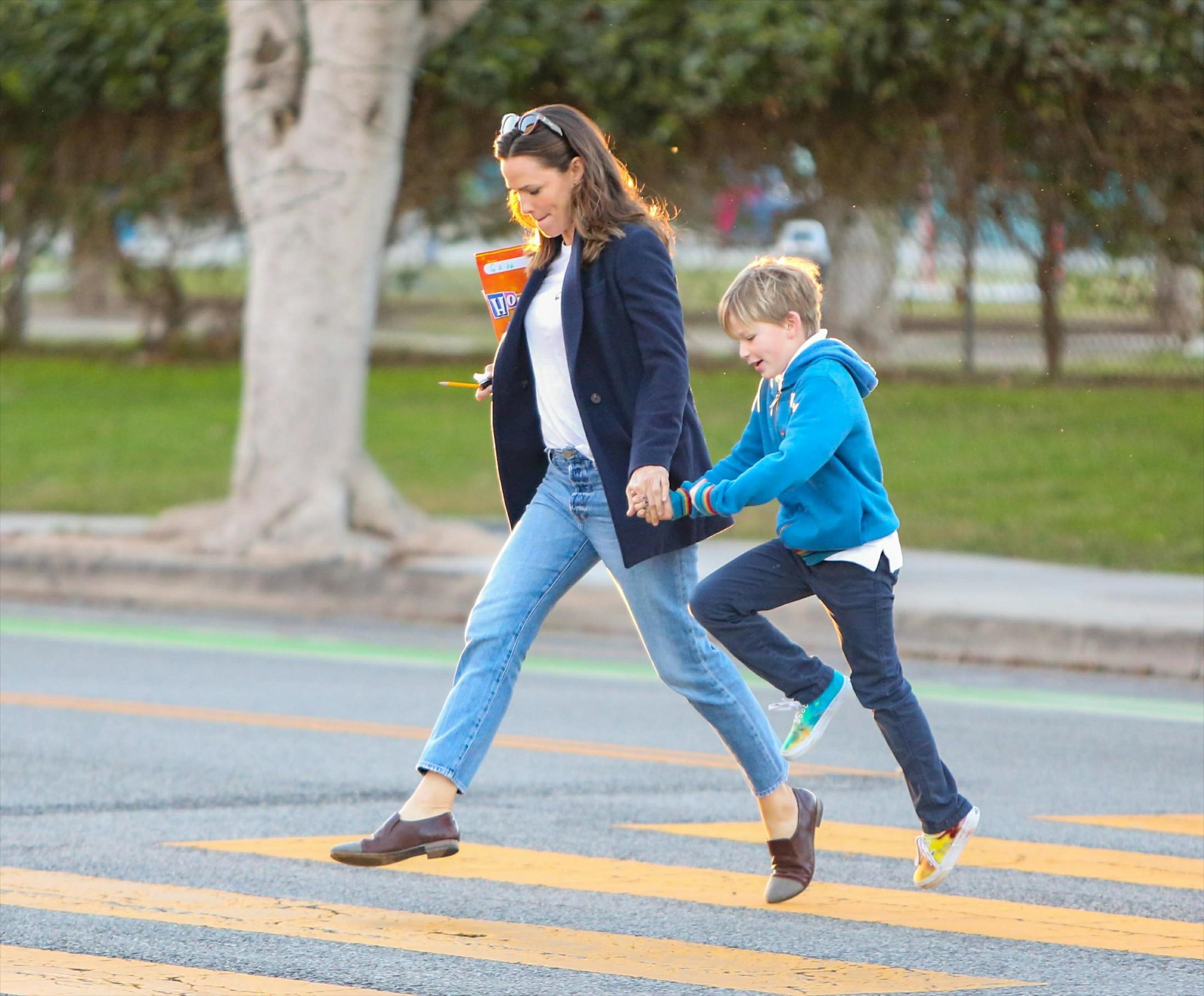 -Los Angeles, CA - 20200106 - Jennifer Garner is seen with son Samuel Affleck.    -PICTURED: Jennifer Garner  -, Image: 491421028, License: Rights-managed, Restrictions: , Model Release: no, Credit line: BauerGriffin / INSTAR Images / Profimedia
