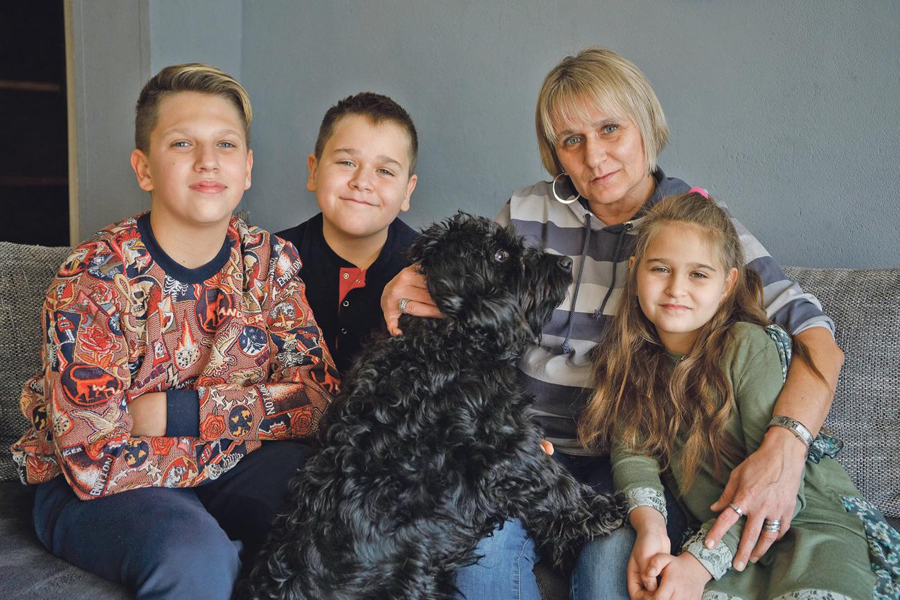 Ksenija Kucelj s djecom