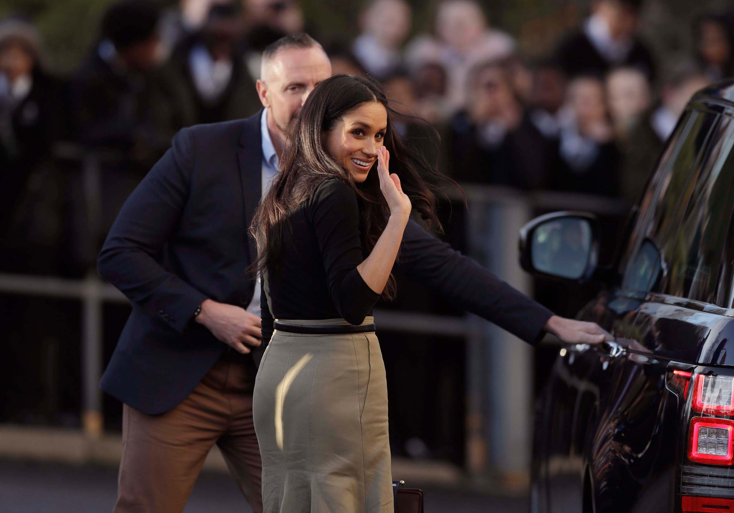 NOTTINGHAM, ENGLAND - DECEMBER 01:  US actress Meghan Markle waves as she leaves with Prince Harry (not seen) after watching a hip hop opera performed by young people involved in the Full Effect programme at the Nottingham Academy school on December 1, 2017 in Nottingham, England.  Prince Harry and Meghan Markle announced their engagement on Monday 27th November 2017 and will marry at St George's Chapel, Windsor in May 2018.  (Photo by Matt Dunham - WPA Pool/Getty Images)