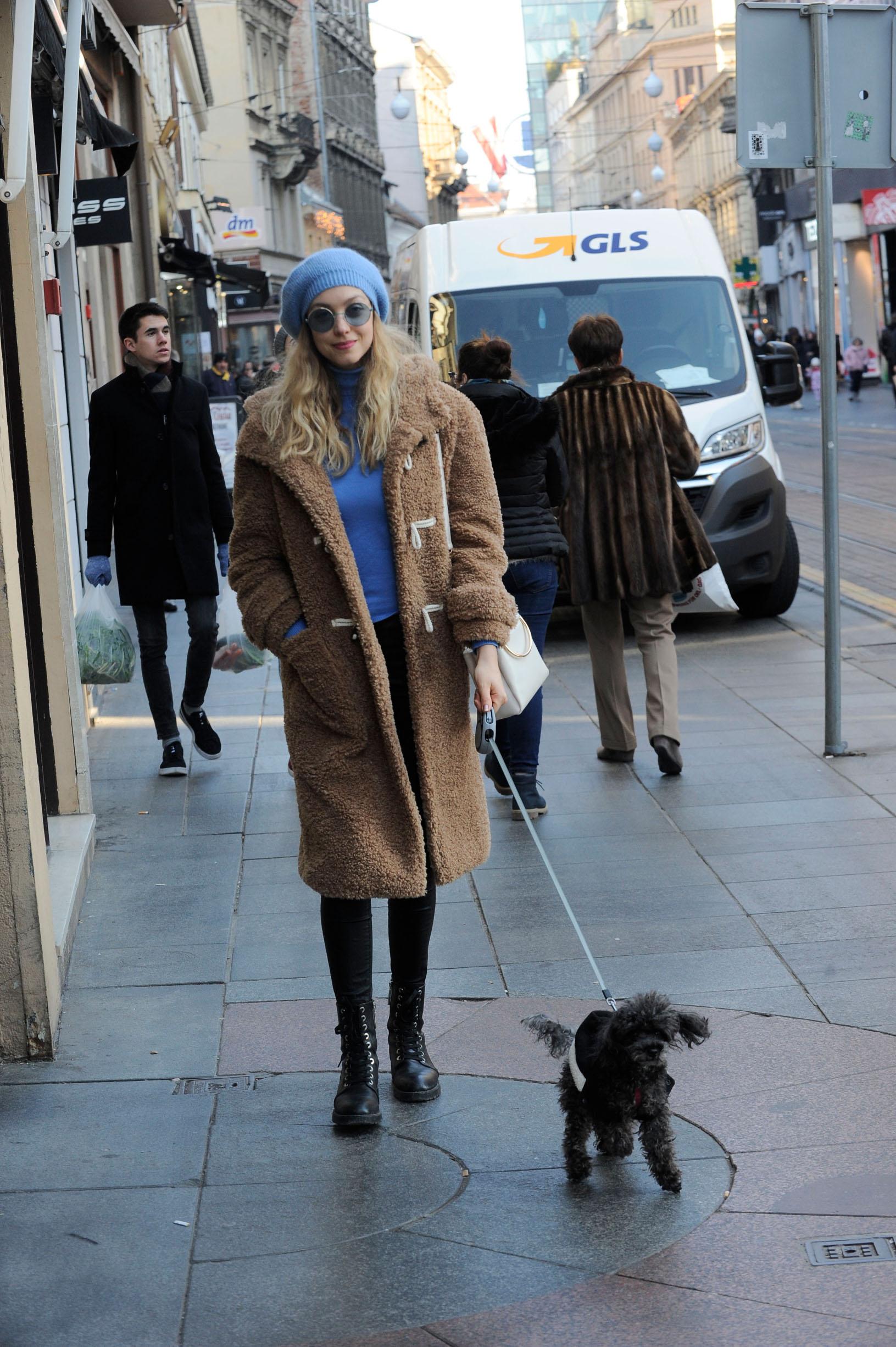 Hana i Mika u šetnji zagrebačkom špicom.