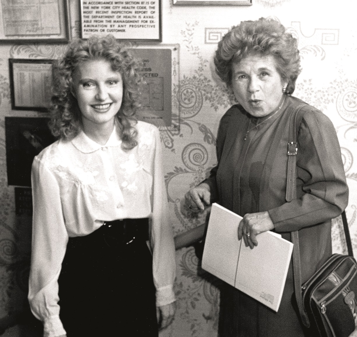 Shere Hite and Dr. Ruth Westheimer (Photo by Ron Galella/Ron Galella Collection via Getty Images)