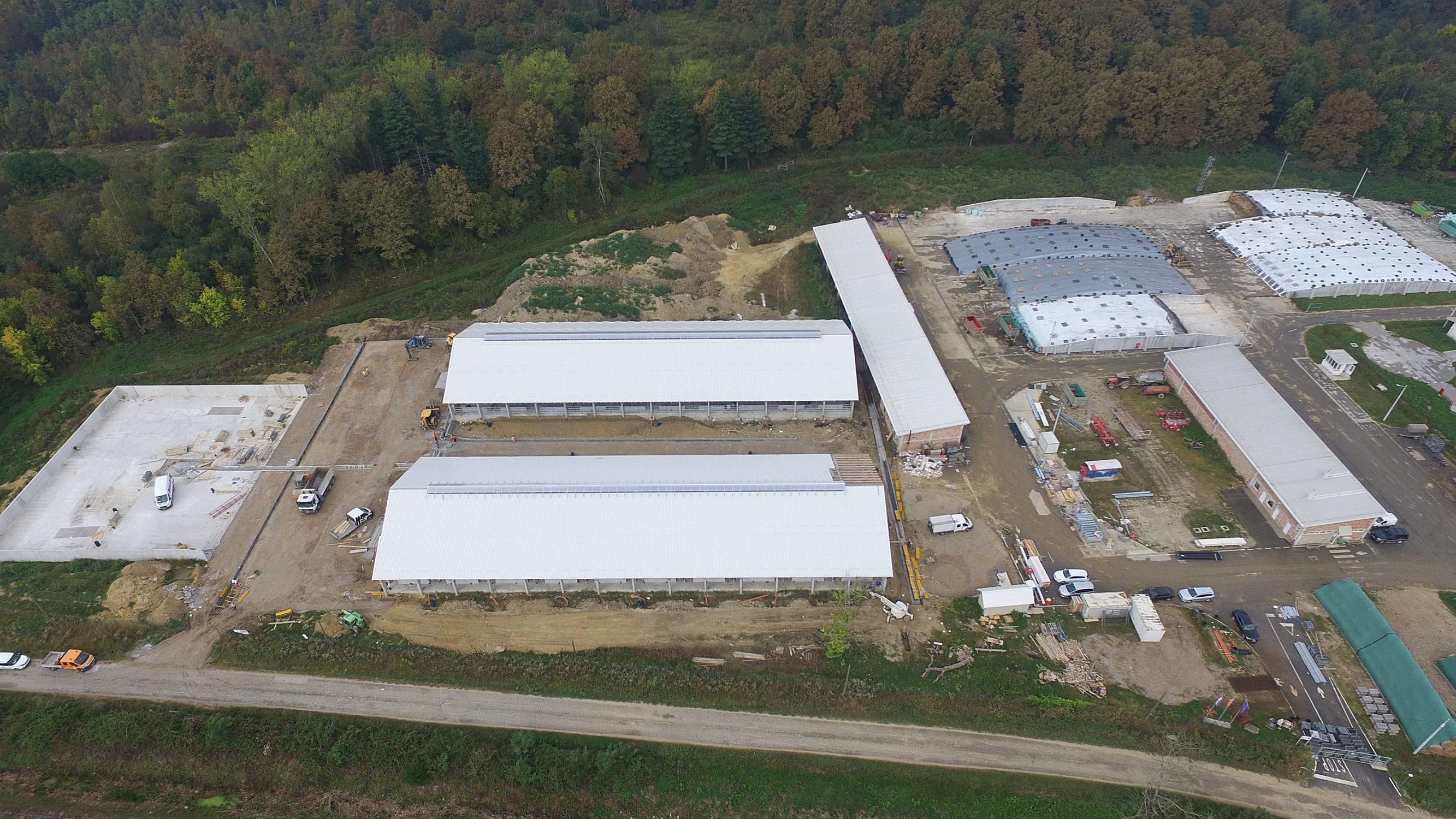Karlovac, 220920. Izgradnja nove farme PPK Karlovac je pri kraju. Farma se nalazi u Sumbaru pokraj Recice nedaleko od Karlovca. Na fotografiji: Farma u izgradnji. Foto: Robert Fajt / CROPIX