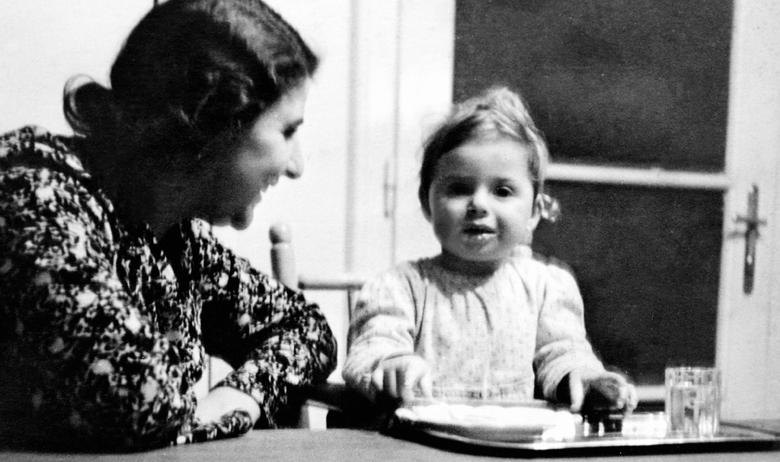 Malena Renata Bauer s majkom Silvijom snimljena u Zagrebu prije proglašenja NDH