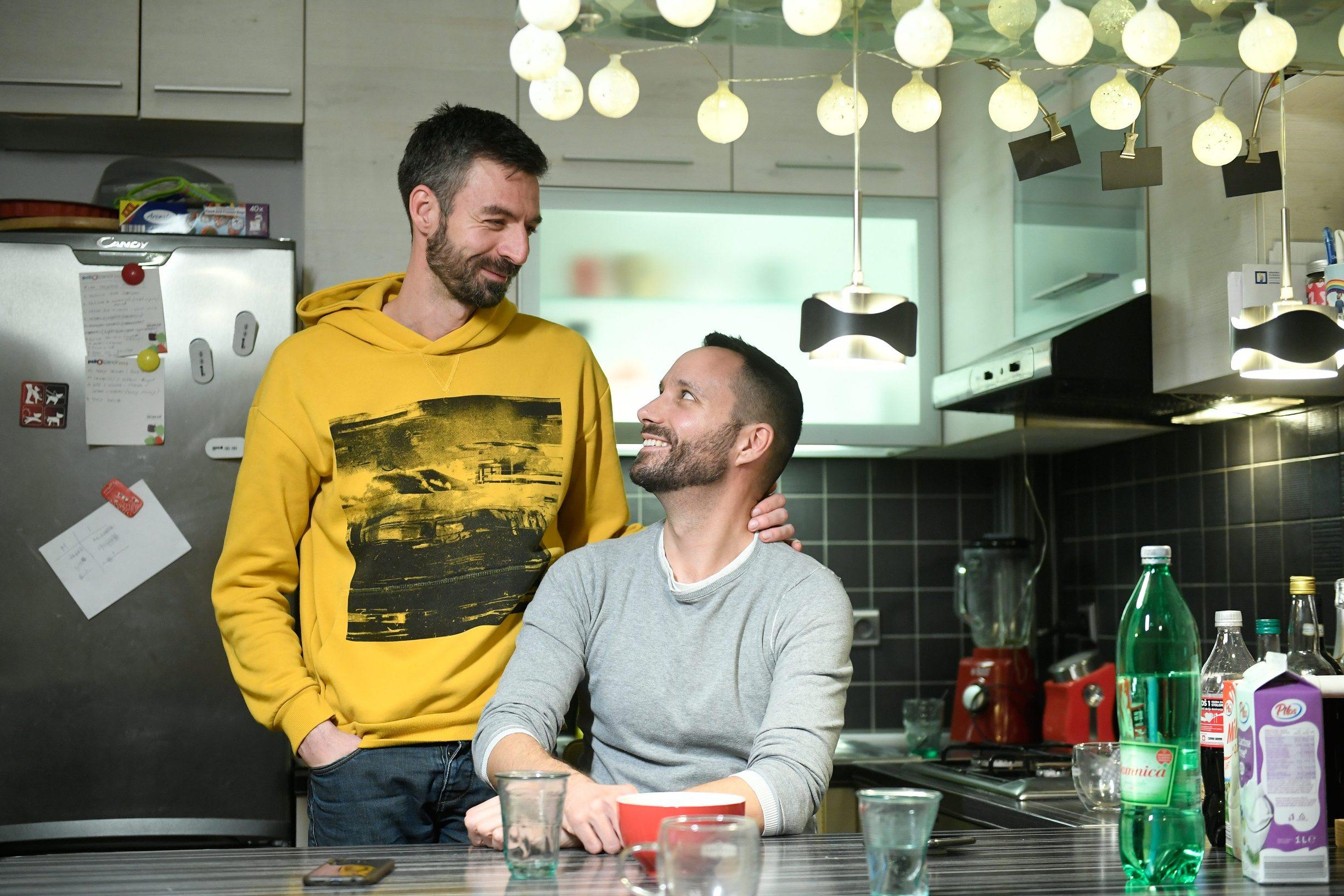 Zagreb, 290120. Remetinecki gaj. Reportaza o homoseksualnom paru Ivi Segoti i Mladenu  Kozicu. Foto: Goran Mehkek / CROPIX