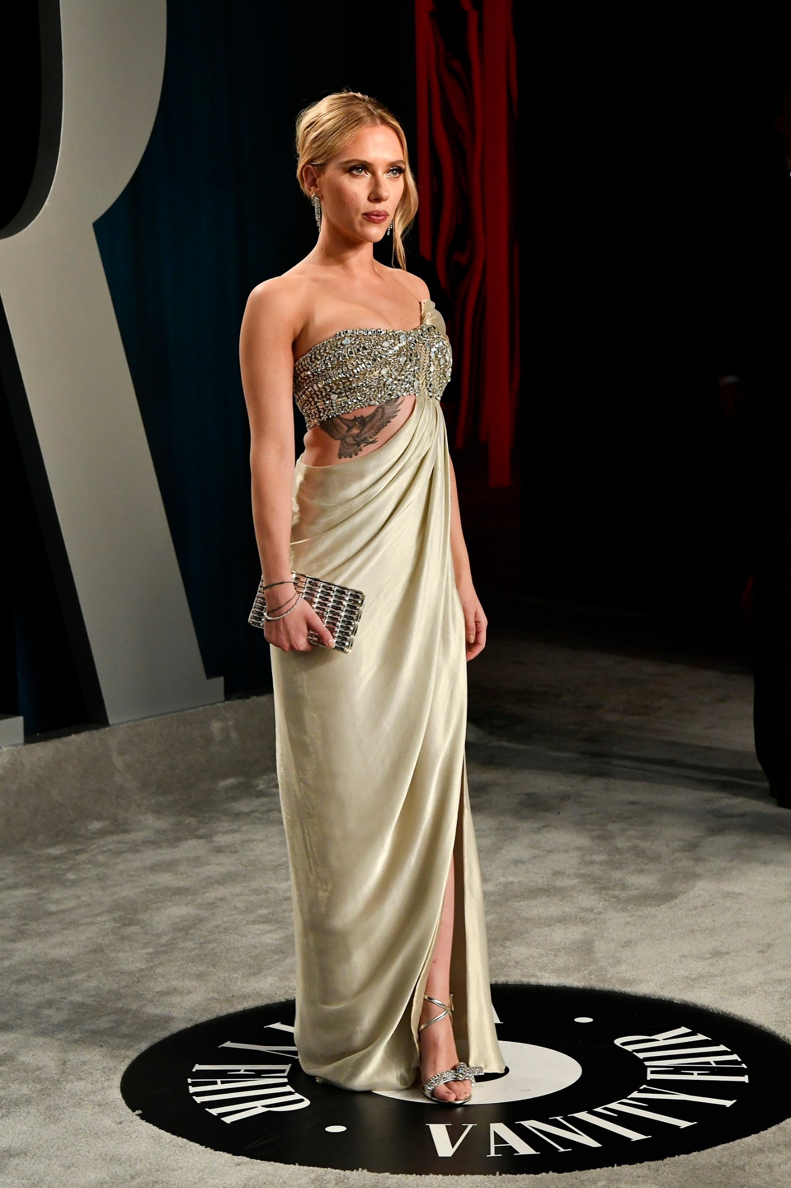 BEVERLY HILLS, CALIFORNIA - FEBRUARY 09: Scarlett Johansson attends the 2020 Vanity Fair Oscar Party hosted by Radhika Jones at Wallis Annenberg Center for the Performing Arts on February 09, 2020 in Beverly Hills, California. (Photo by Frazer Harrison/Getty Images)